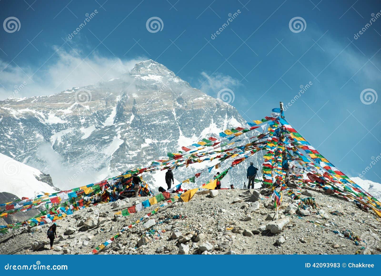 Θεαματικό τοπίο βουνών στο στρατόπεδο βάσεων ορών Έβερεστ