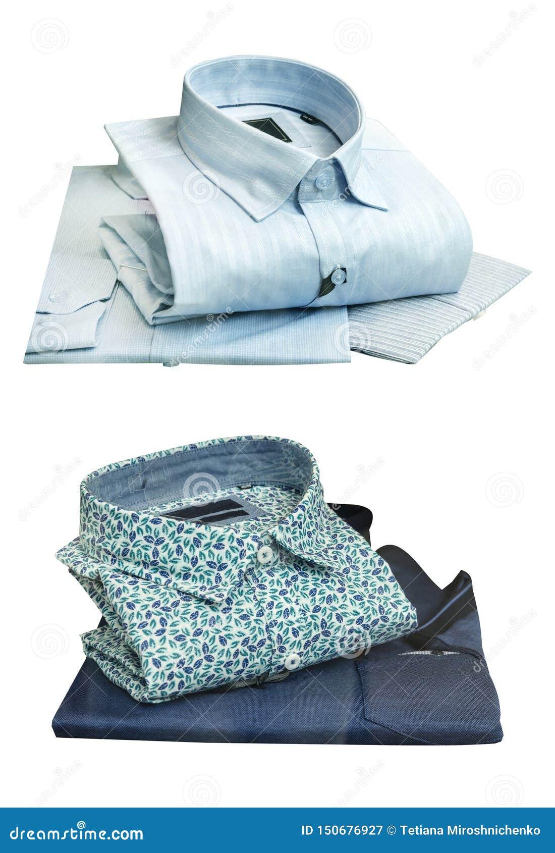 Θερινά πουκάμισα για τα άτομα σε ένα άσπρο υπόβαθρο