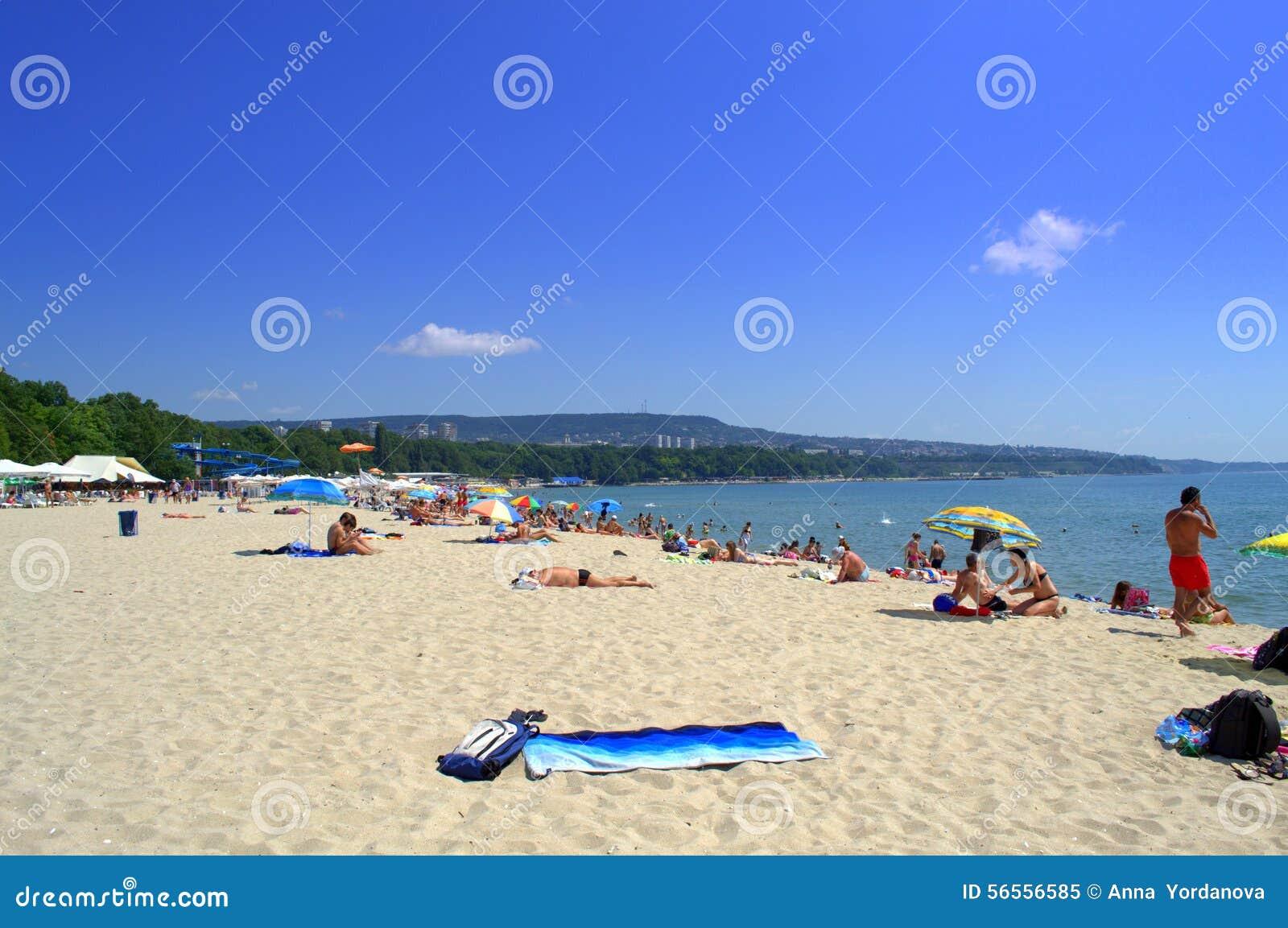 Download Θερινή παραλία, Βάρνα Βουλγαρία Εκδοτική εικόνα - εικόνα από διακοπές, άμμος: 56556585