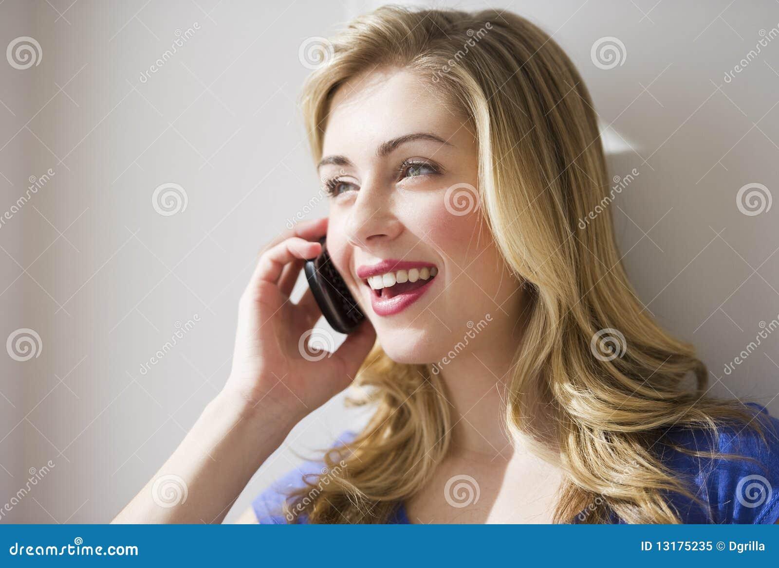 θηλυκή τηλεφωνική ομιλί&alpha