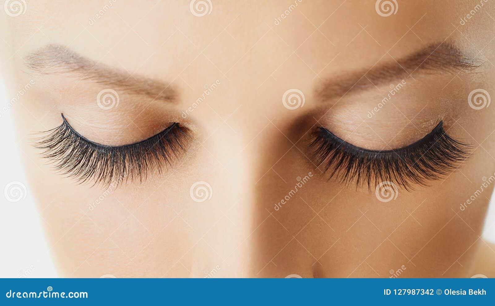 Θηλυκό μάτι με τα ακραία μακροχρόνια ψεύτικα eyelashes Επεκτάσεις Eyelash, σύνθεση, καλλυντικά, ομορφιά και φροντίδα δέρματος
