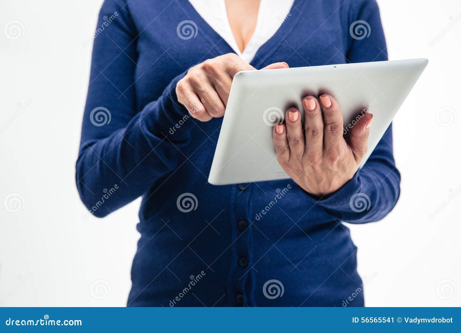 Download Θηλυκά χέρια που χρησιμοποιούν τον υπολογιστή ταμπλετών Στοκ Εικόνα - εικόνα από επικοινωνία, θηλυκό: 56565541
