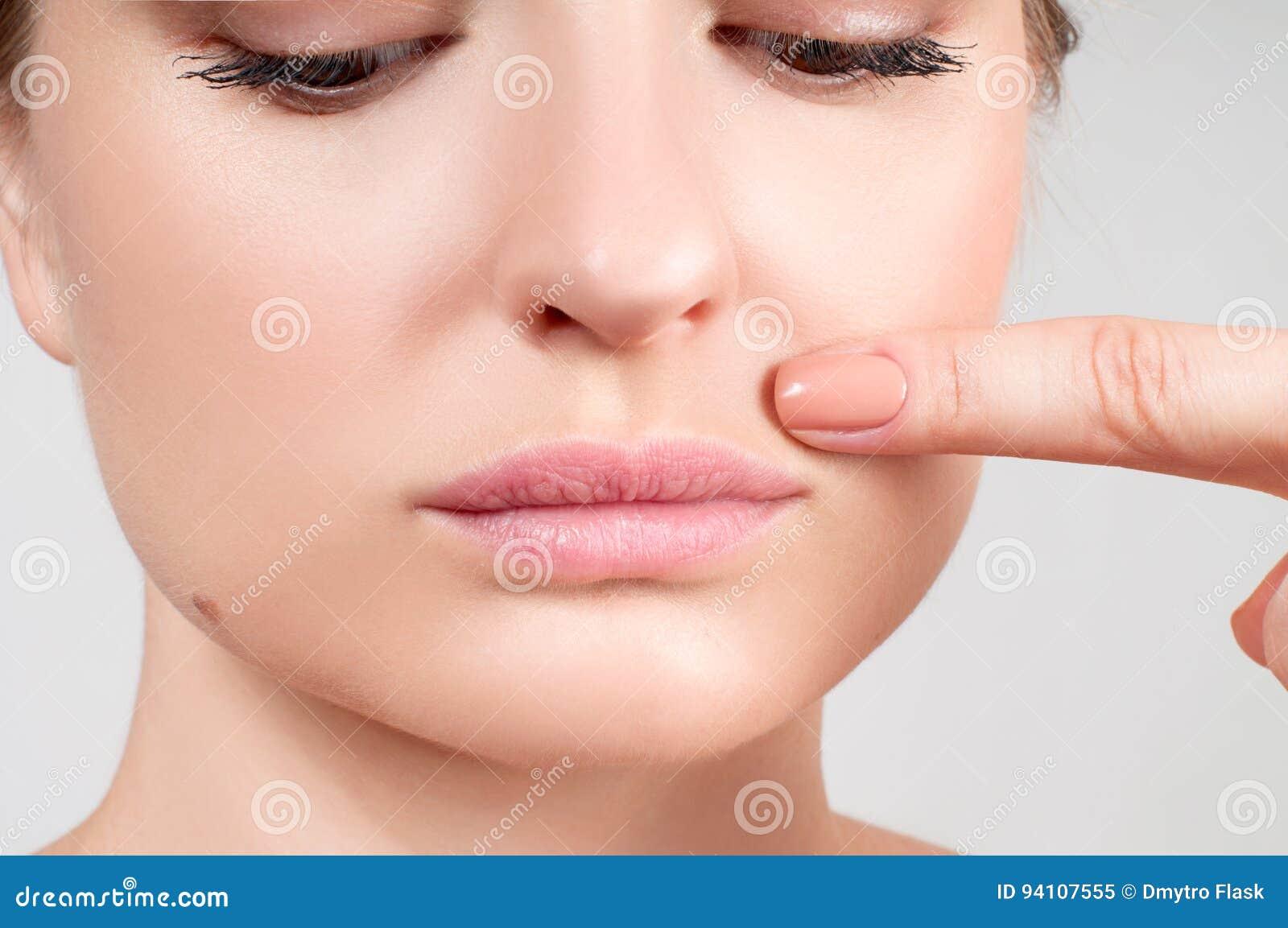 Θηλυκά όμορφα φυσικά χείλια