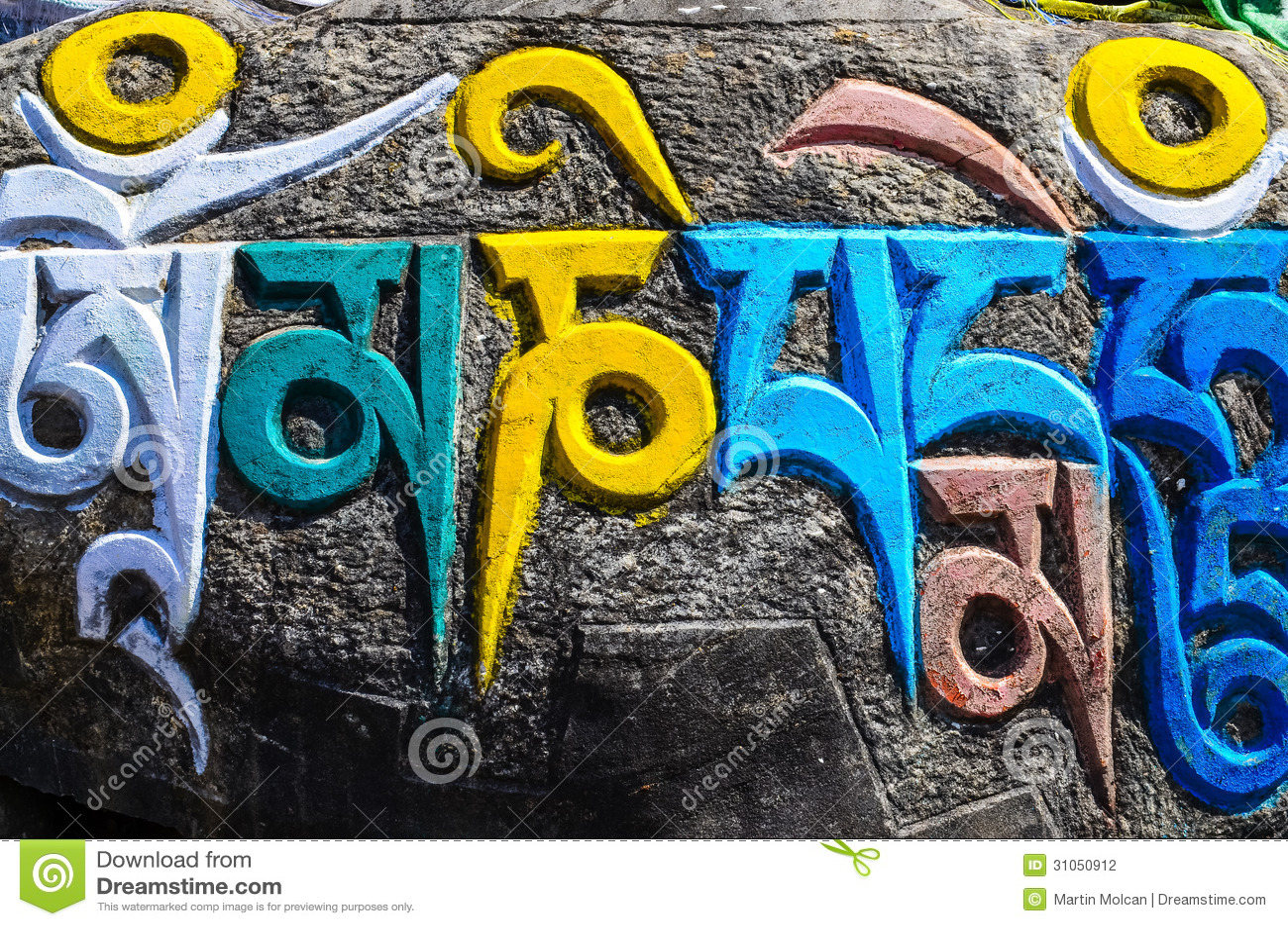 Θιβετιανά βουδιστικά θρησκευτικά σύμβολα στις πέτρες