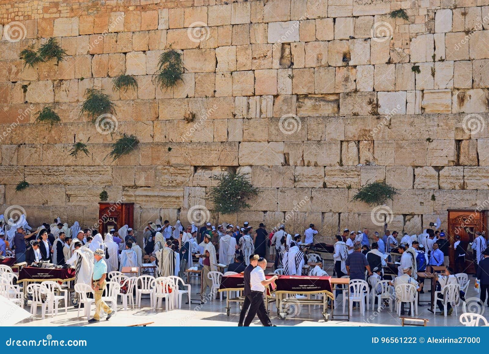 Θρησκευτικοί Εβραίοι που προσεύχονται στον τοίχο Wailing, Ιερουσαλήμ