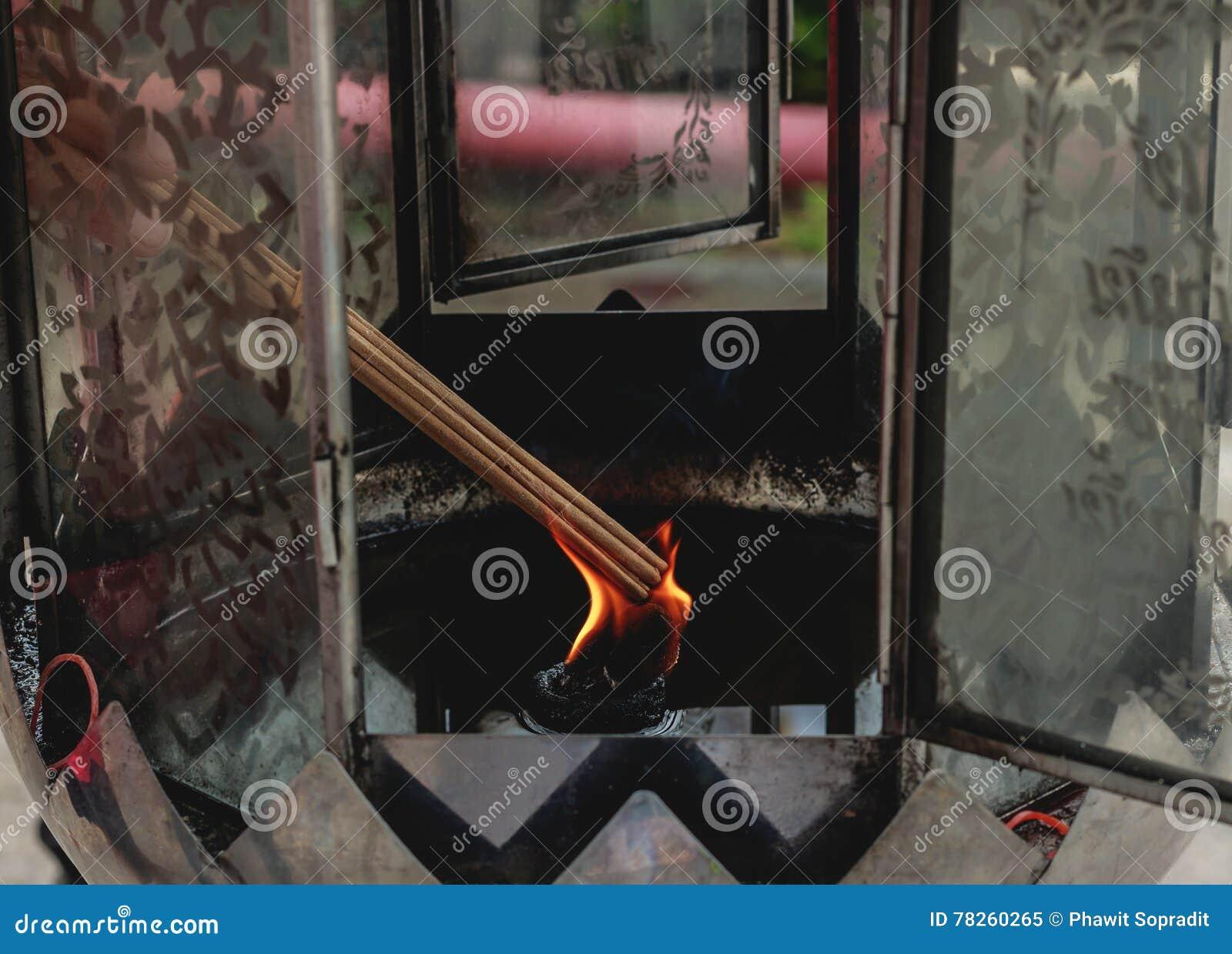 Θυμίαμα καψίματος από το φυτίλι