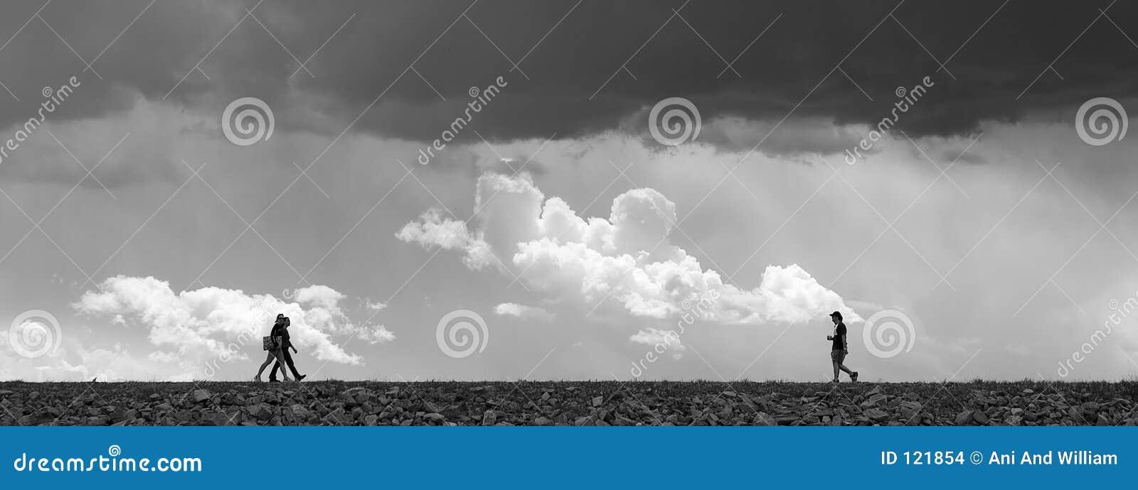 θύελλα κάτω από το περπάτημ&al