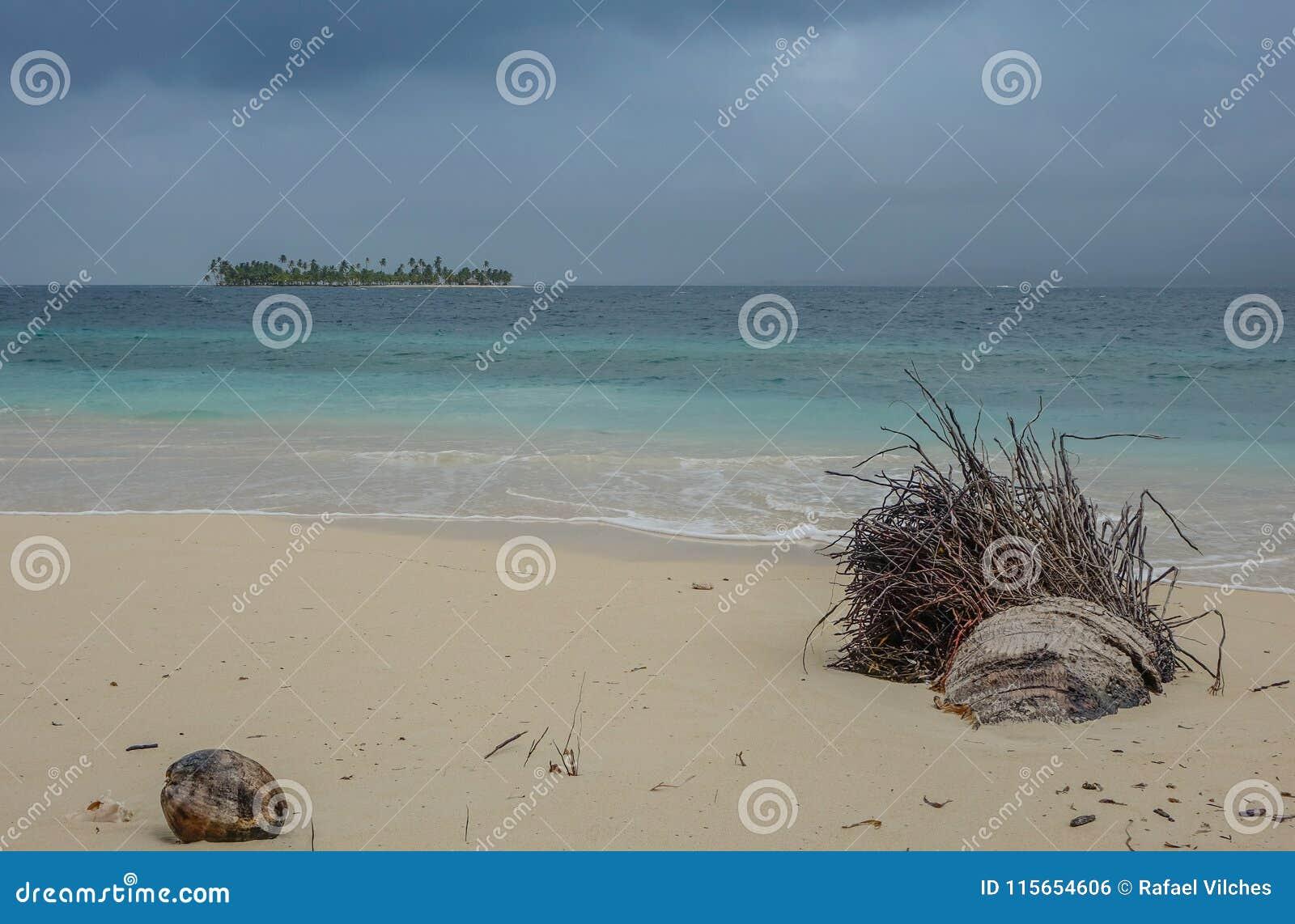 Θύελλα στην παραλία του παραδείσου