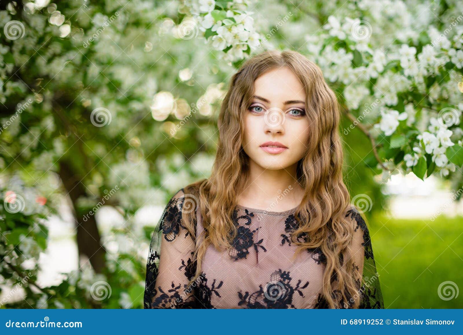 διανύσματα οπωρώνων απεικόνισης κοριτσιών μήλων