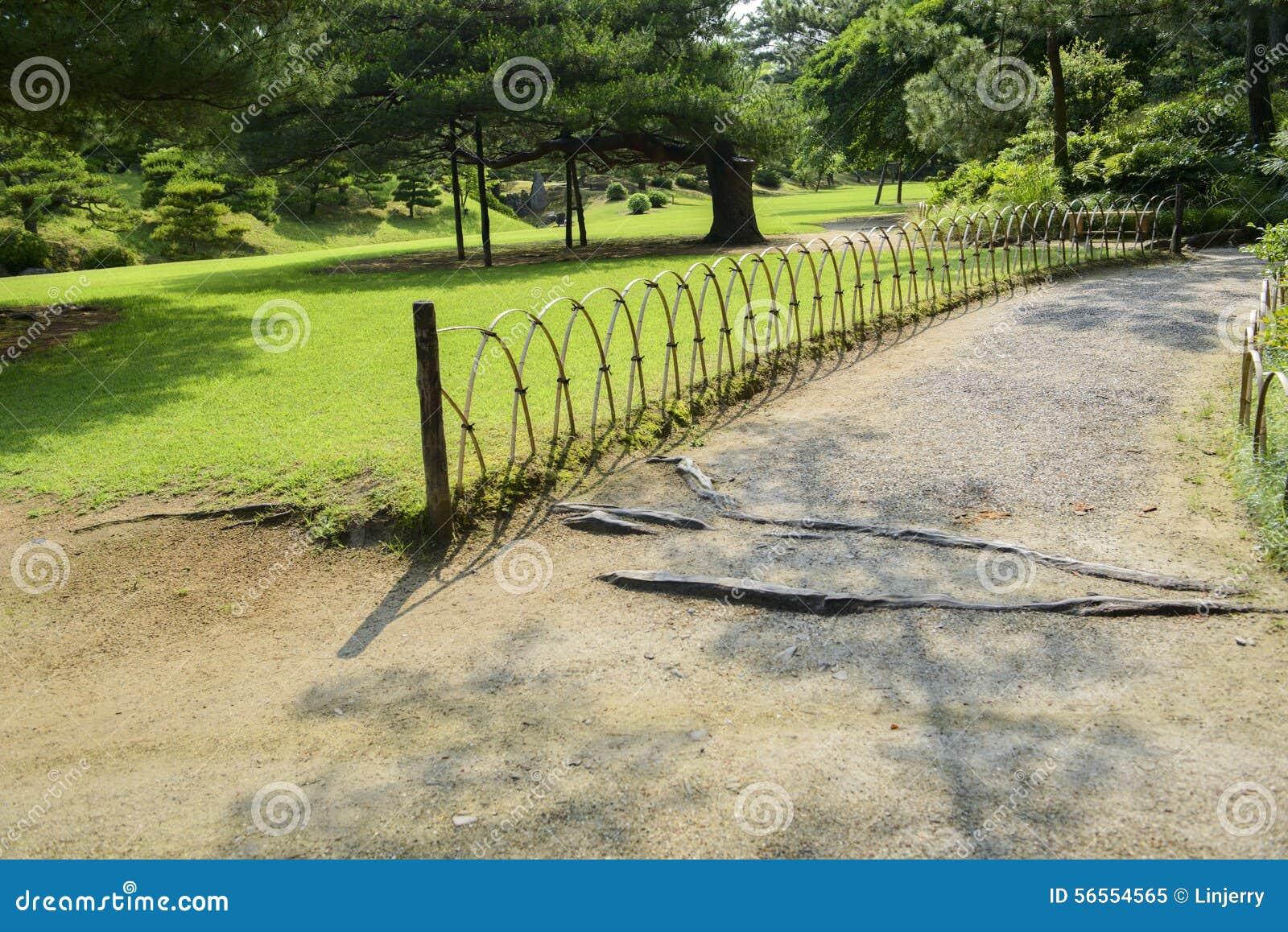 Download Ιαπωνικός κήπος με τα δέντρα Στοκ Εικόνα - εικόνα από ισορροπία, έξω: 56554565