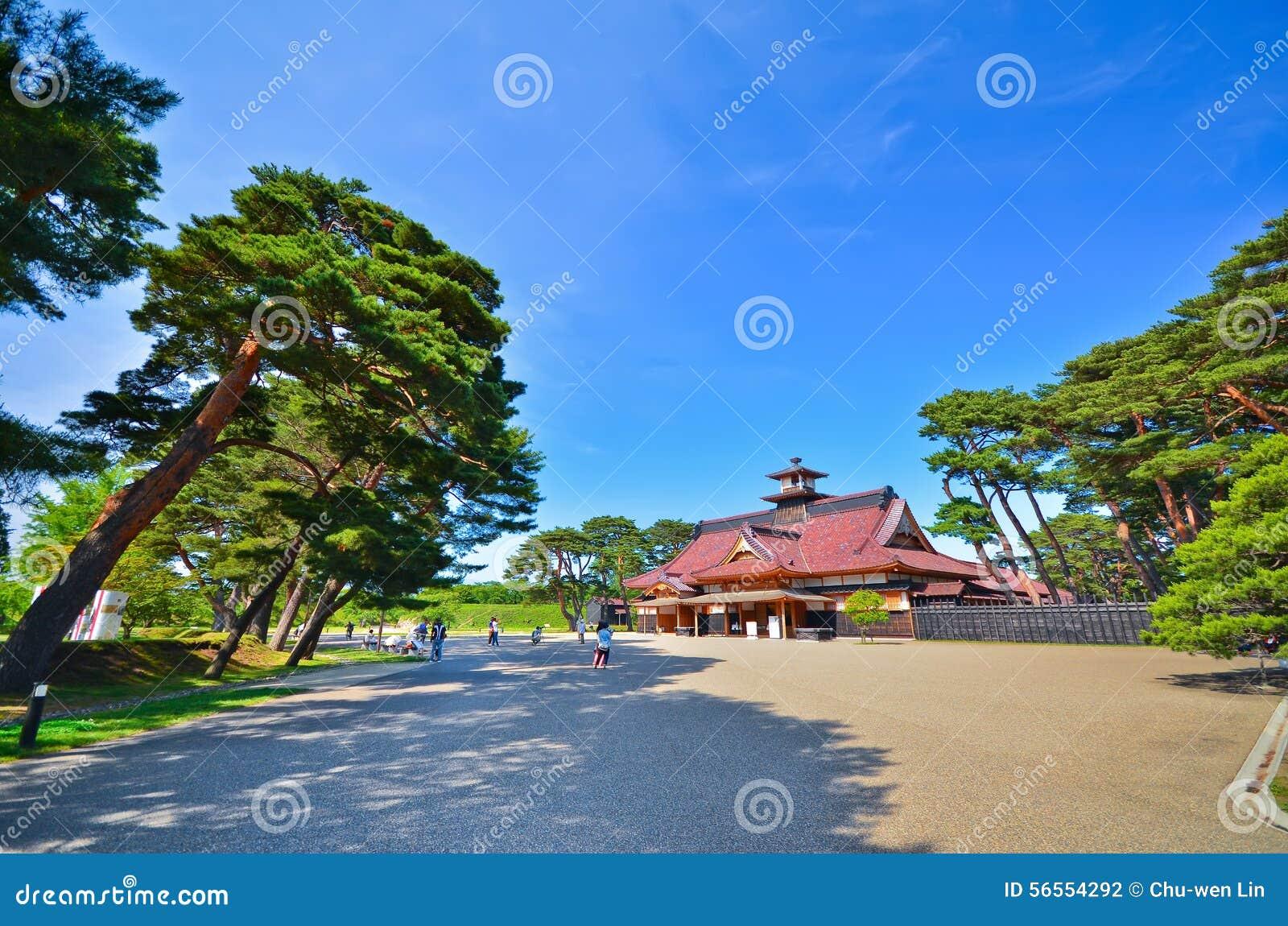 Download Ιαπωνικός ναός το καλοκαίρι Στοκ Εικόνες - εικόνα από συλλογιστείτε, κήπος: 56554292