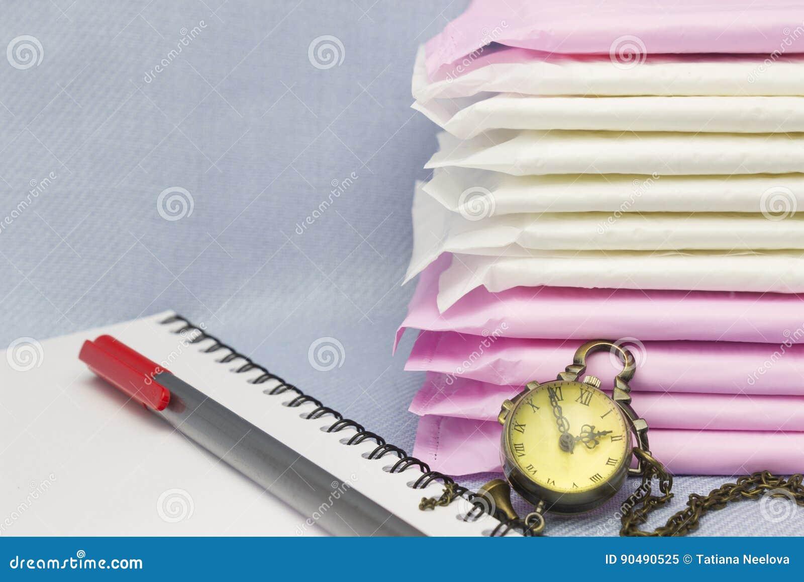 Ιατρική σύλληψη Υγειονομικά μαξιλάρια εμμηνόρροιας, ρολόι, σημειωματάριο, κόκκινη μάνδρα για την προστασία υγιεινής γυναικών Μαλα