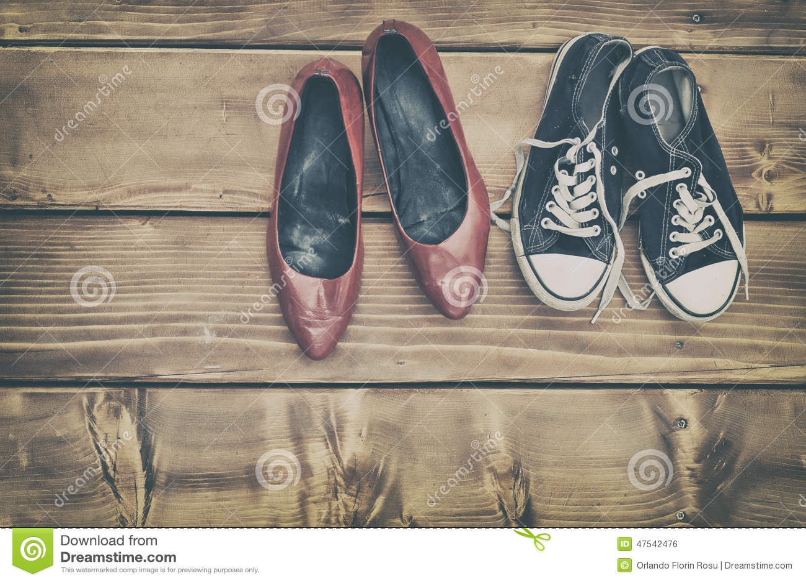 διαφορετικά παπούτσια