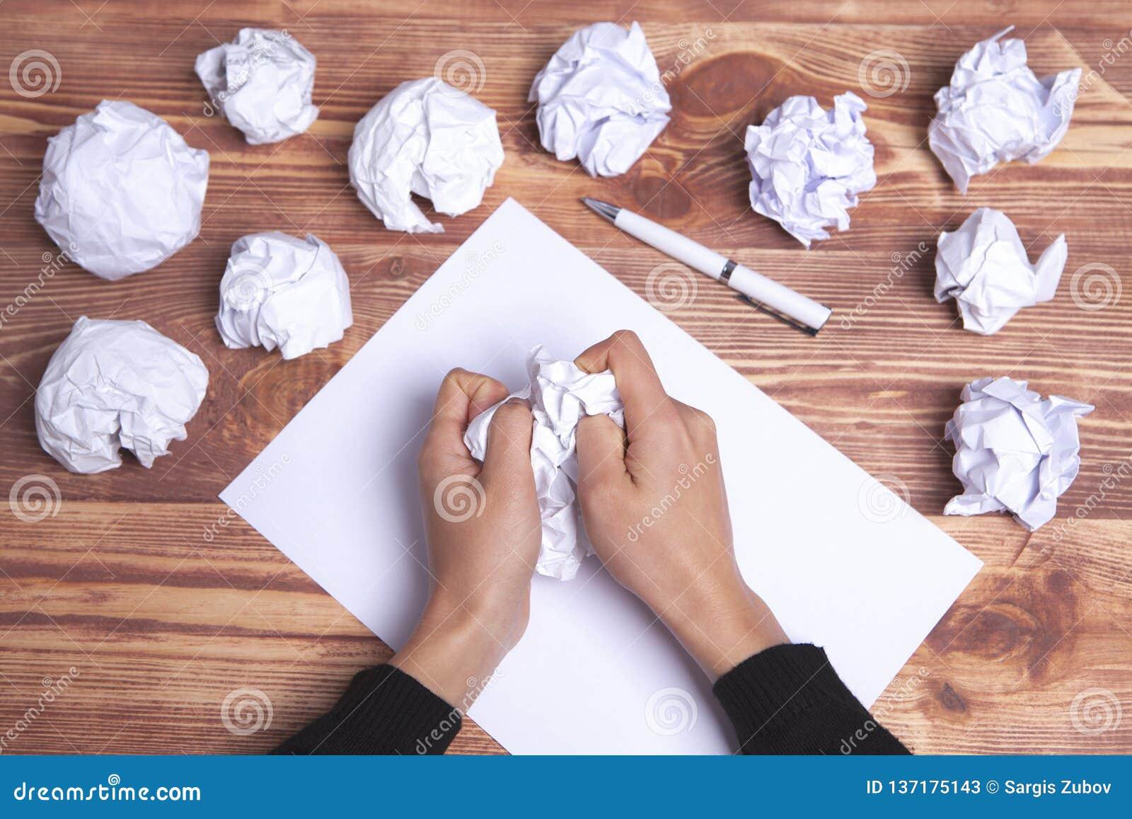 Ιδέες και έμπνευση χεριών εγγράφου