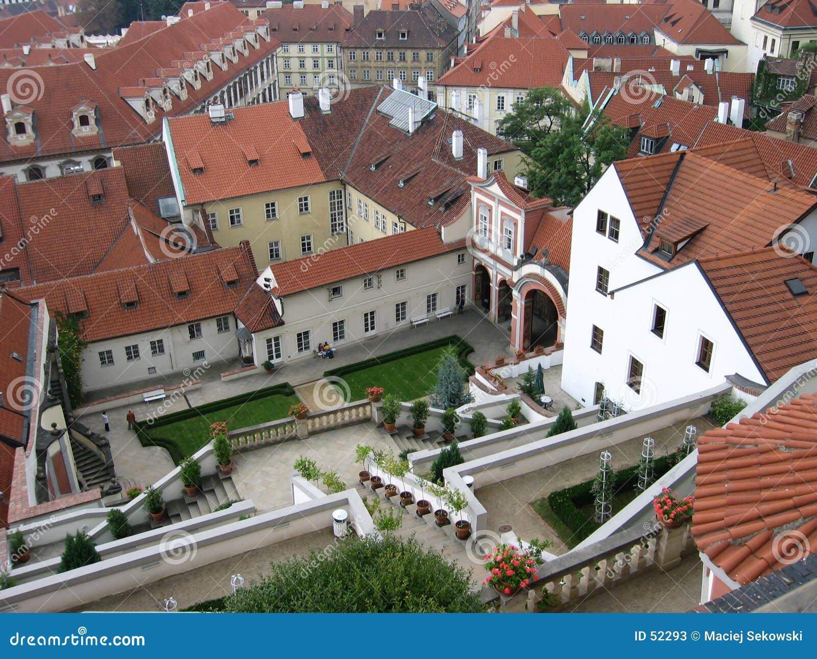 Download ΙΙ στέγες της Πράγας στοκ εικόνα. εικόνα από κεραμίδι, ουρανός - 52293