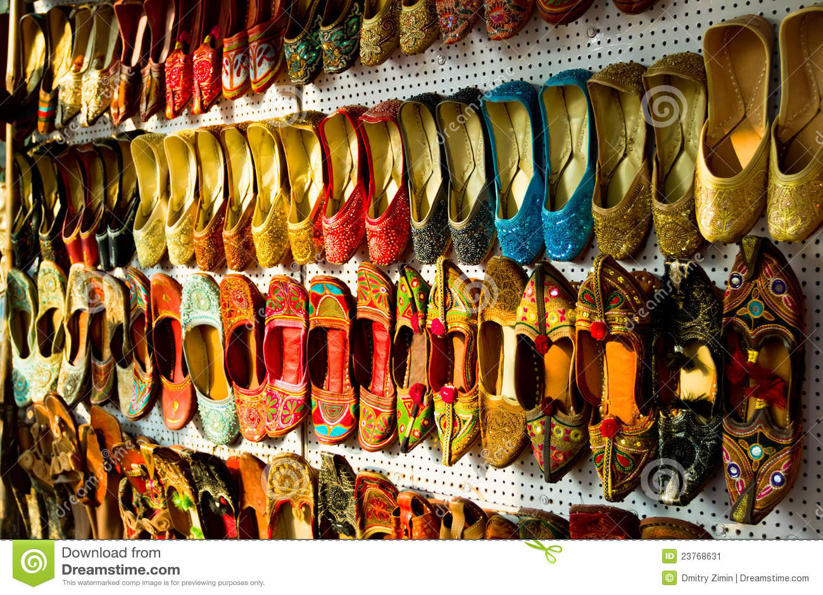 d0c5dd71100b ινδικά πολύχρωμα παπούτσια παραδοσιακά Στοκ Εικόνα - εικόνα από ...