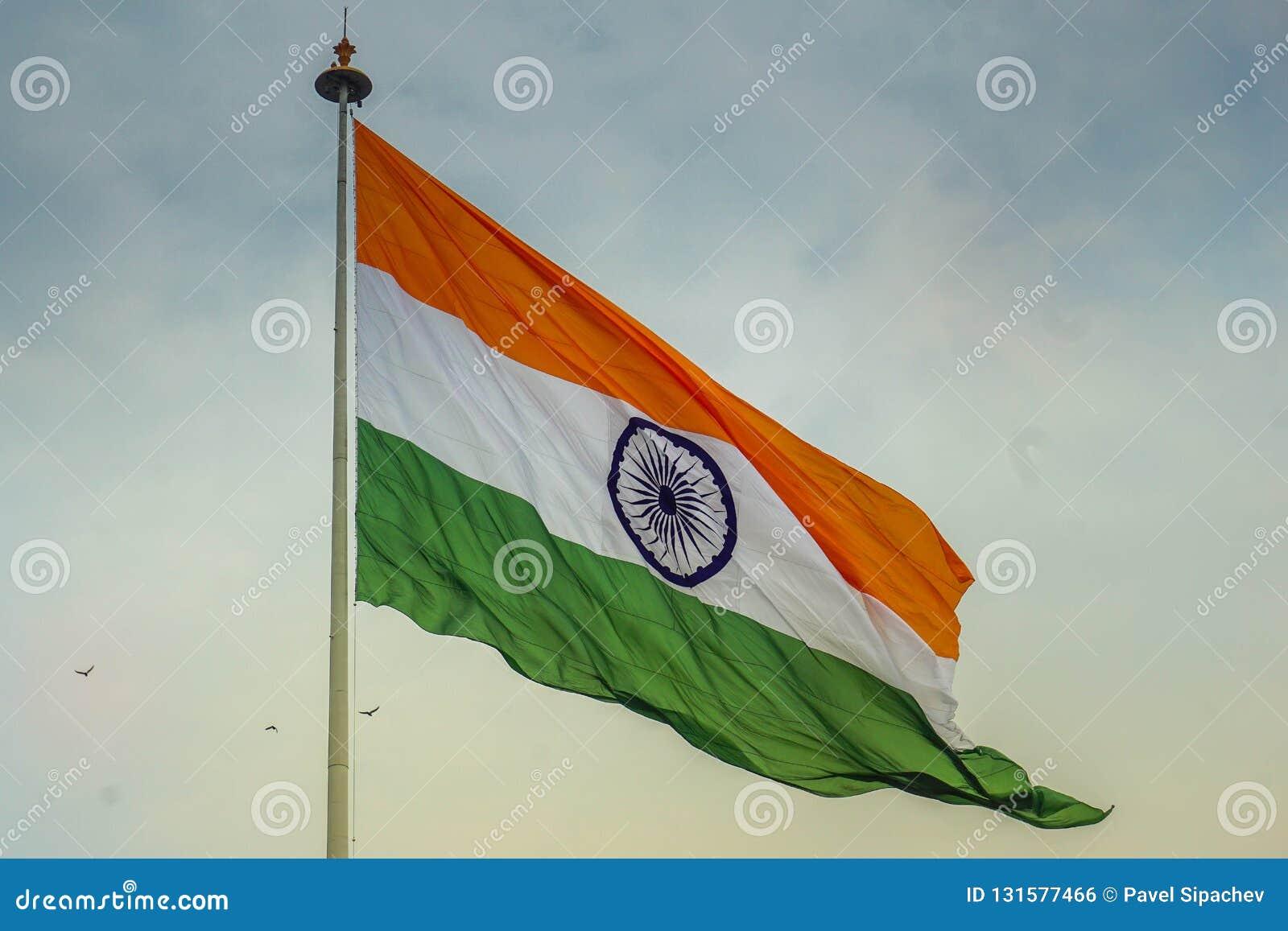 Ινδική σημαία που κυματίζει στον αέρα