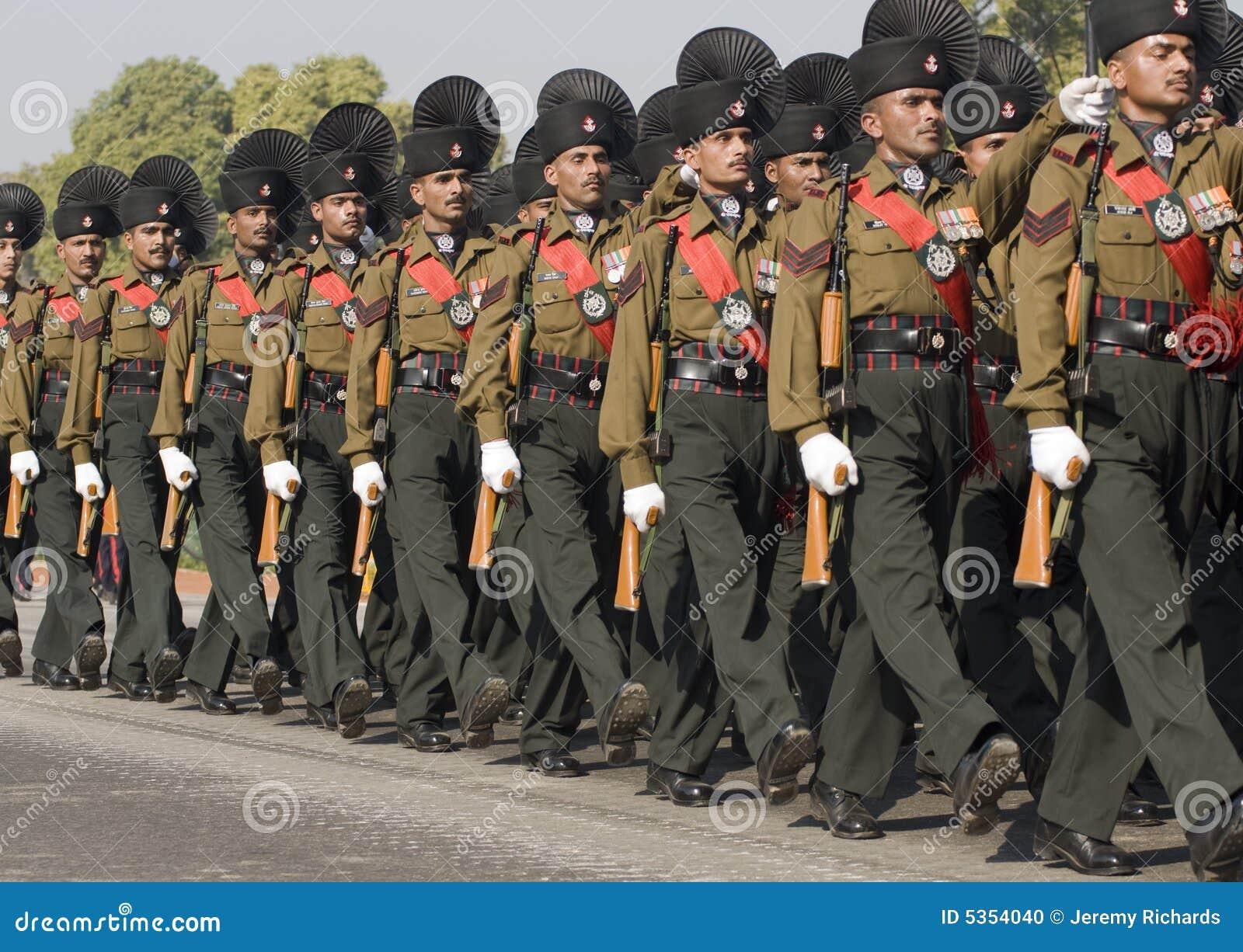 ινδικοί στρατιώτες παρελάσεων στρατού