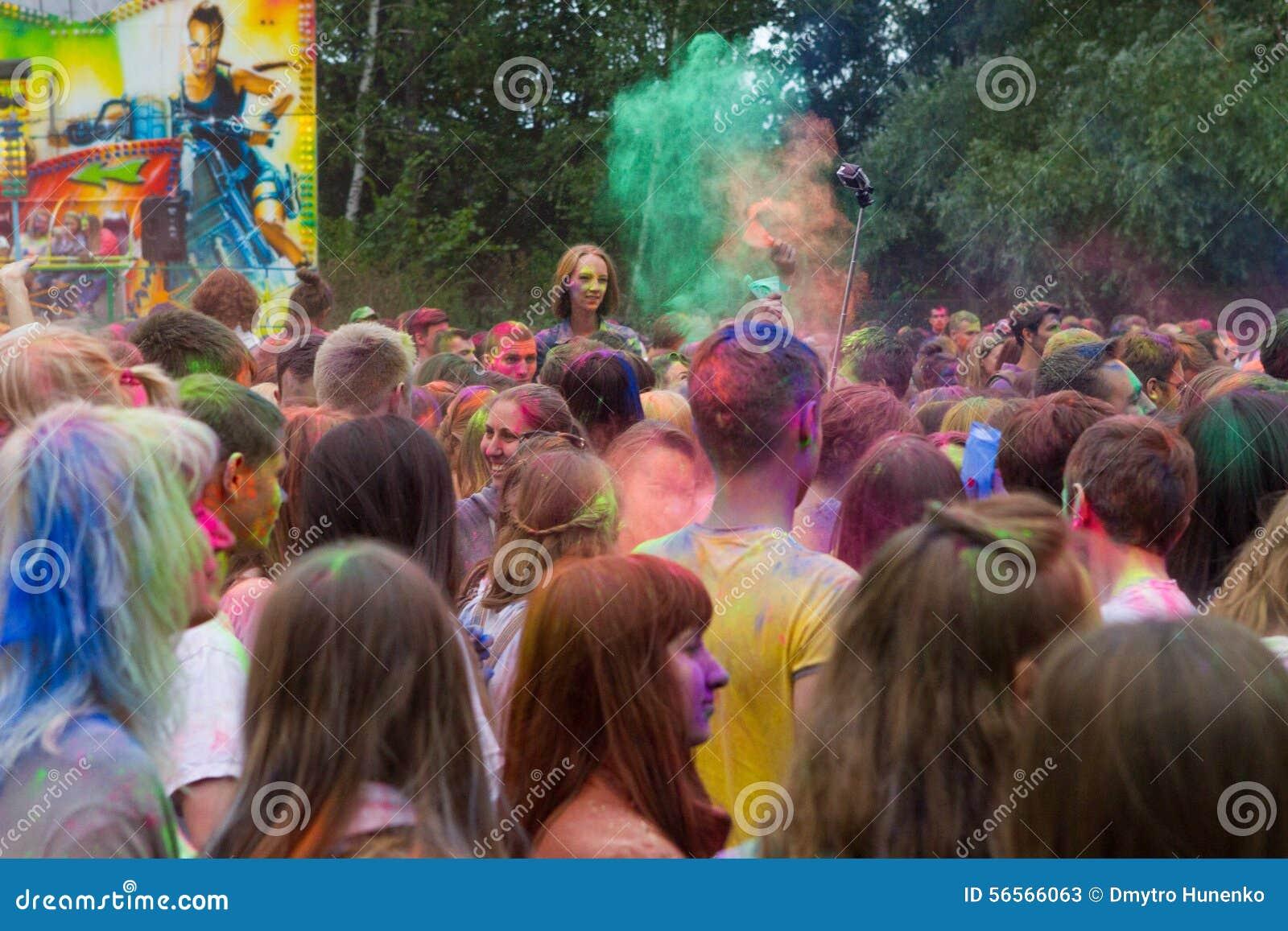 Download Ινδικό φεστιβάλ των χρωμάτων Εκδοτική Στοκ Εικόνες - εικόνα από δραστηριοτήτων, χέρι: 56566063