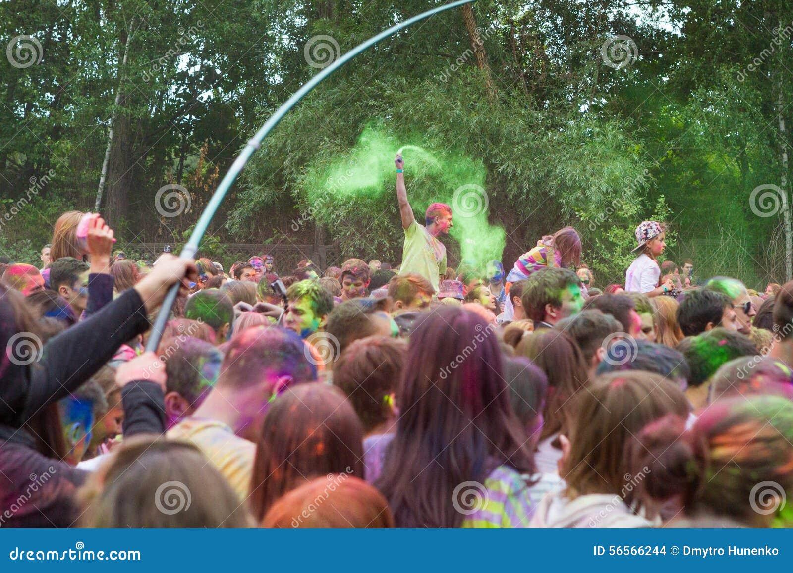 Download Ινδικό φεστιβάλ των χρωμάτων Εκδοτική Στοκ Εικόνα - εικόνα από έχοντας, διασκέδαση: 56566244