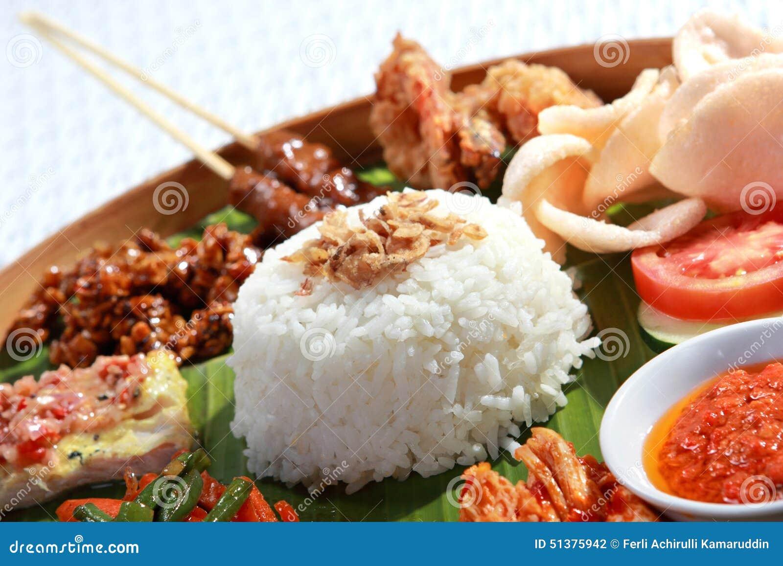 Ινδονησιακά τρόφιμα για το μεσημεριανό γεύμα
