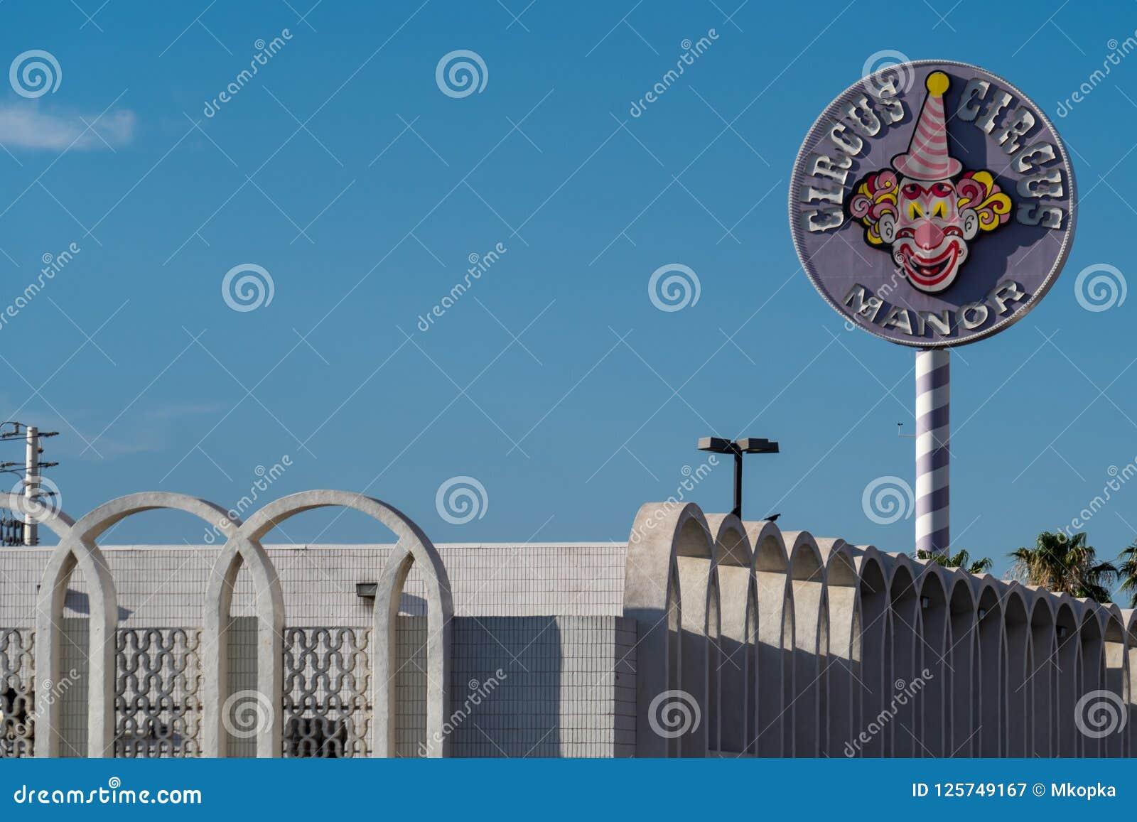 9 ΙΟΥΛΊΟΥ 2018 - ΛΑΣ ΒΈΓΚΑΣ, ΝΕΒΑΔΑ: Σημάδι και μερική φωτογραφία οικοδόμησης των δωματίων φέουδων ξενοδοχείων τσίρκων τσίρκων κα