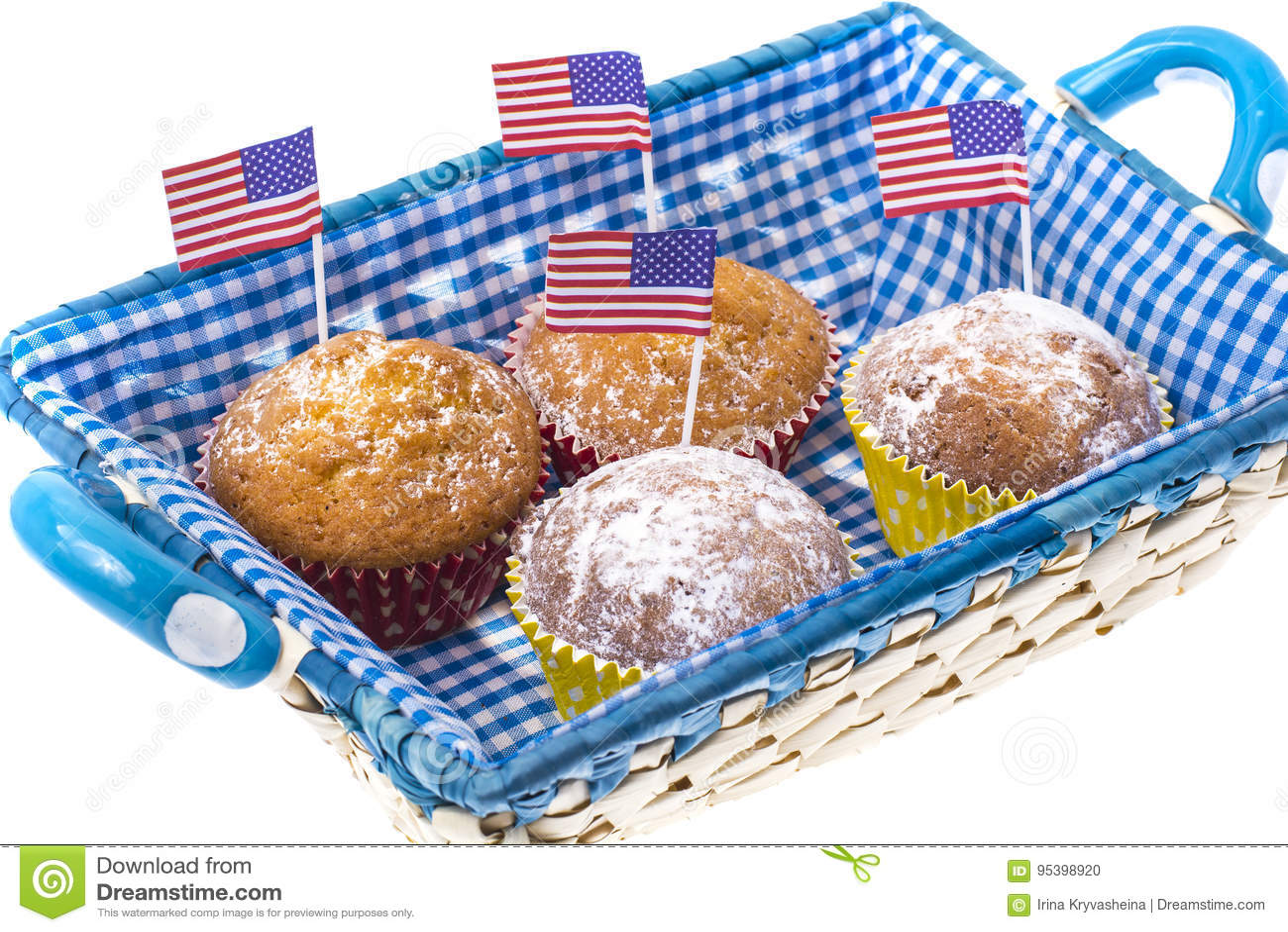 4 Ιουλίου σπιτικά cupcakes με τις μίνι-σημαίες