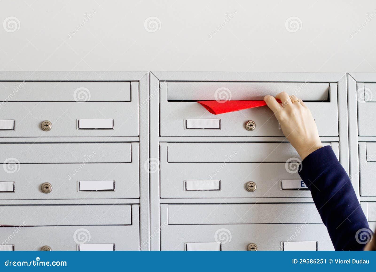 Ιπτάμενο στην ταχυδρομική θυρίδα