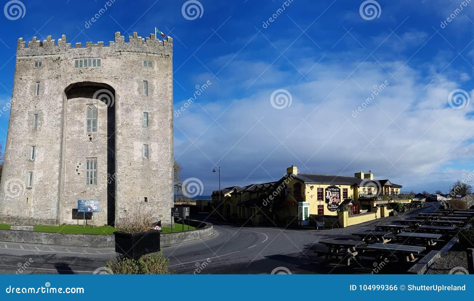 Ιρλανδία - 30 Νοεμβρίου 2017: Όμορφη άποψη της Ιρλανδίας ` s το διασημότερο Castle και του ιρλανδικού μπαρ στη κομητεία Clare