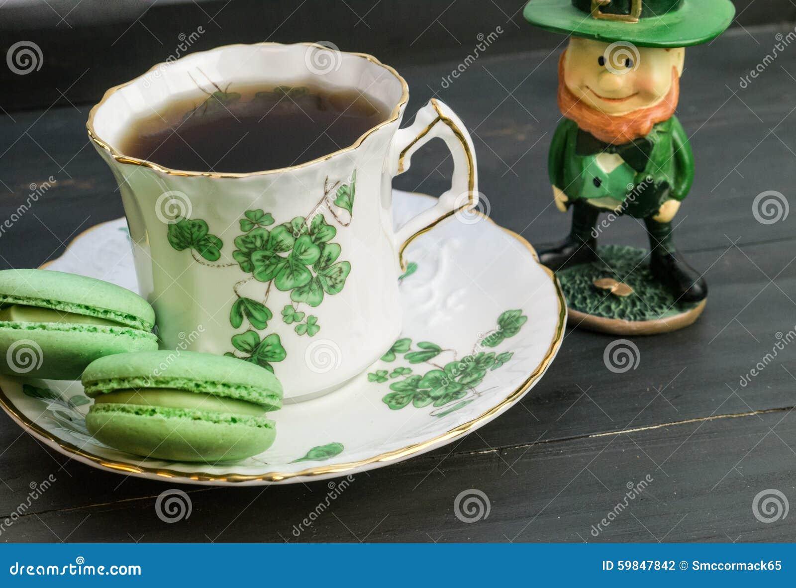 Ιρλανδικό τσάι με το leprechaun