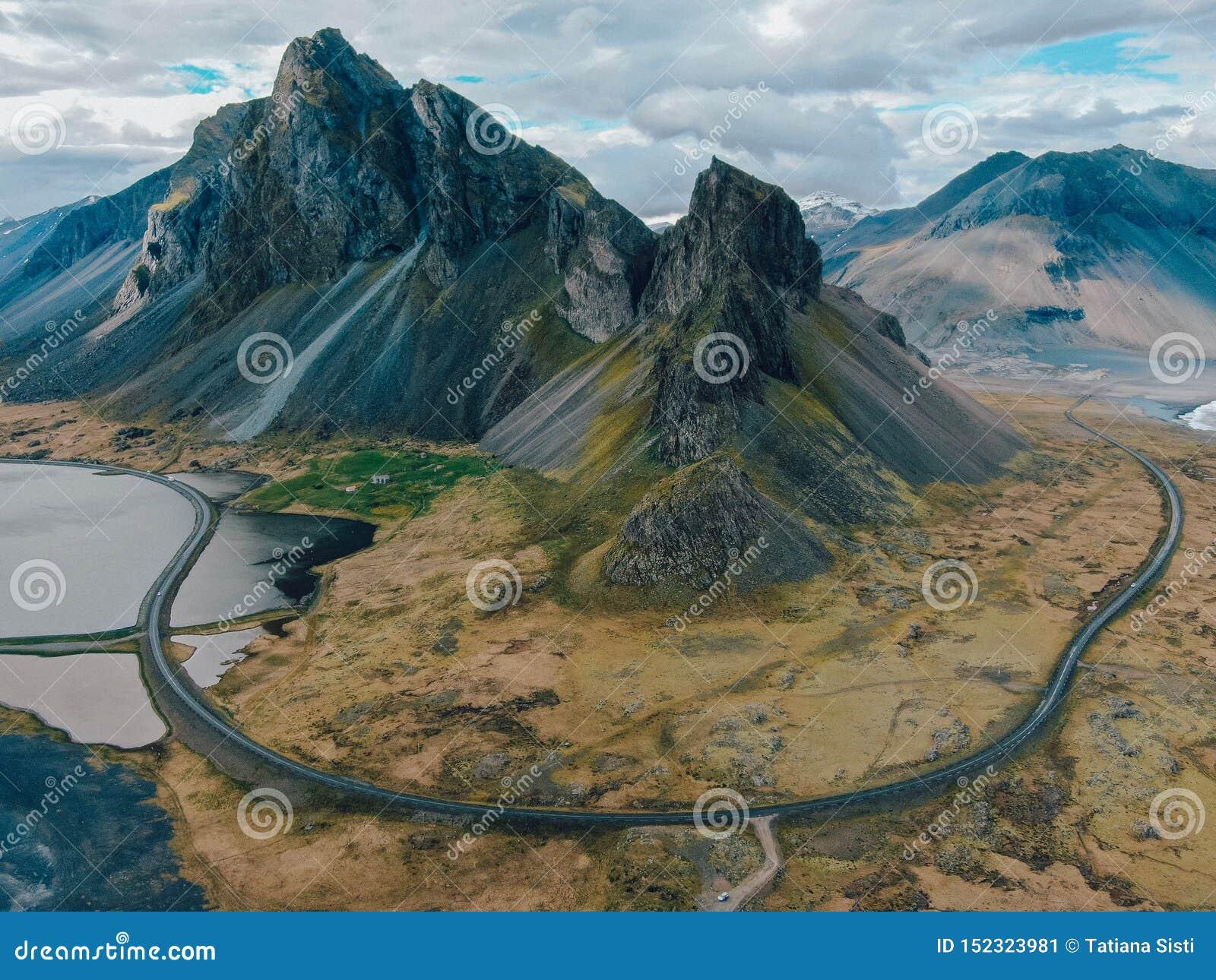 Ισλανδία - όμορφη θέα βουνού από τον κηφήνα