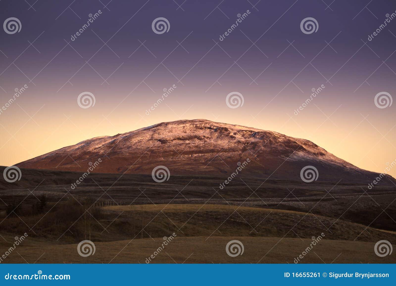 Ισλανδικό βουνό στην αυγή