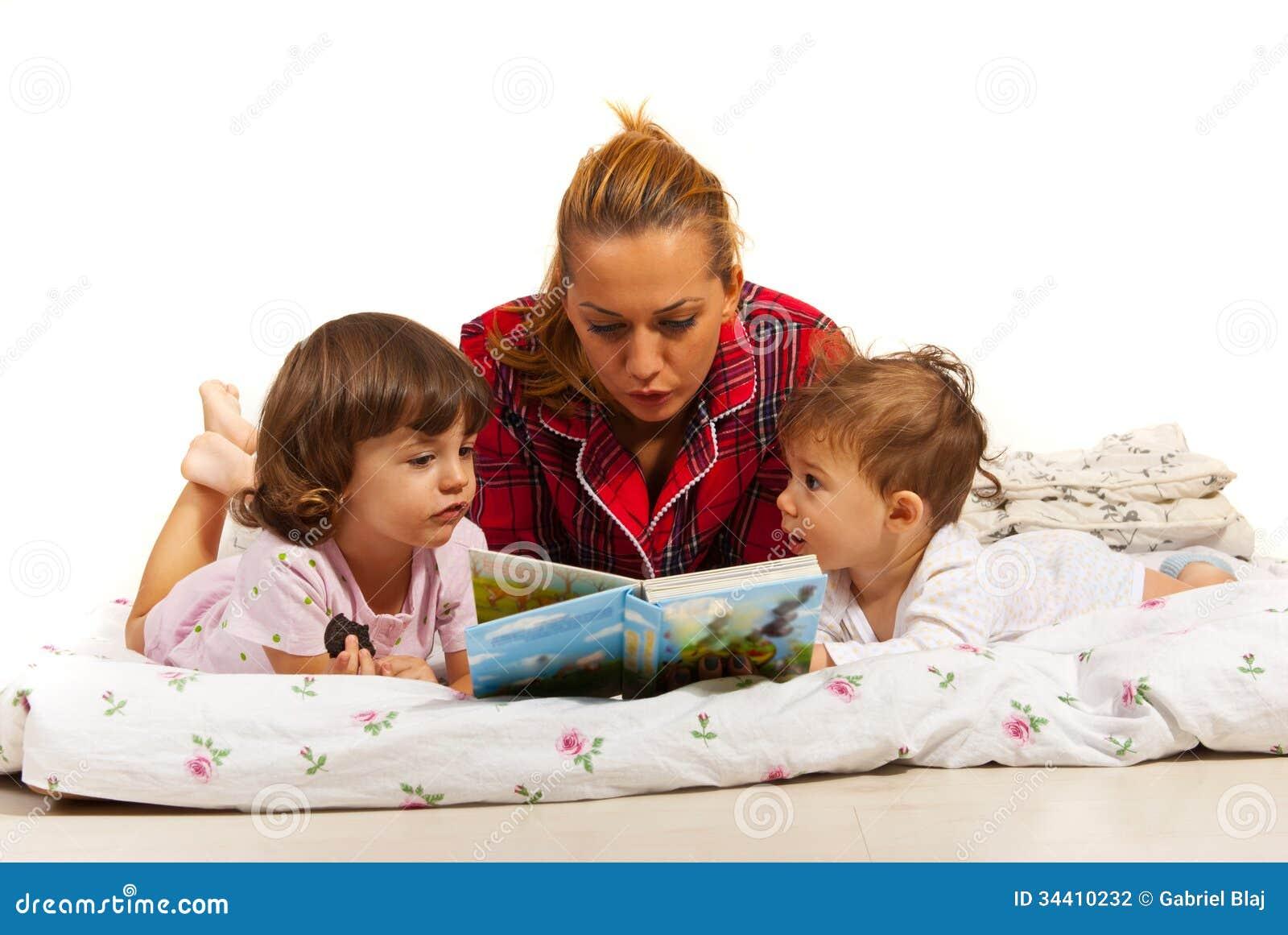 Ιστορία ανάγνωσης μητέρων στα παιδιά