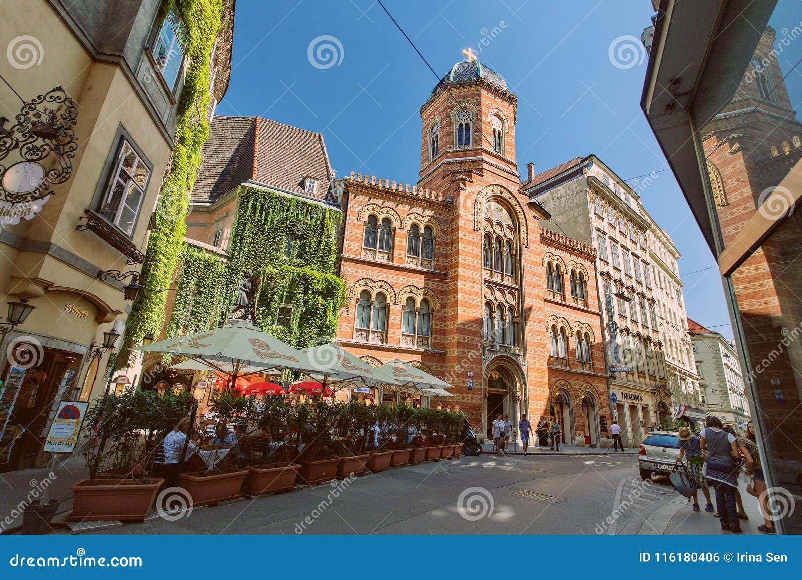 Ιστορικά κτήρια, εκκλησία και χαρακτηριστικός καφές οδών στο κέντρο της Βιέννης, Αυστρία