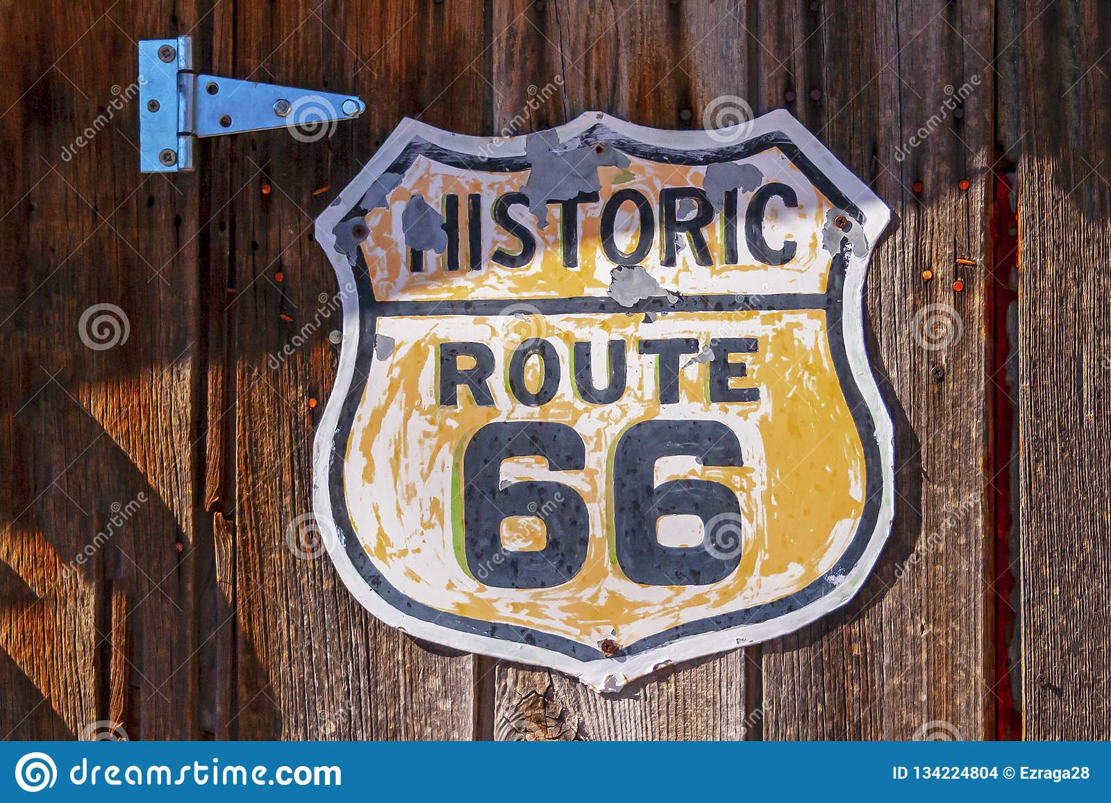 Ιστορική διαδρομή 66 σημάδι στο ξύλινο υπόβαθρο