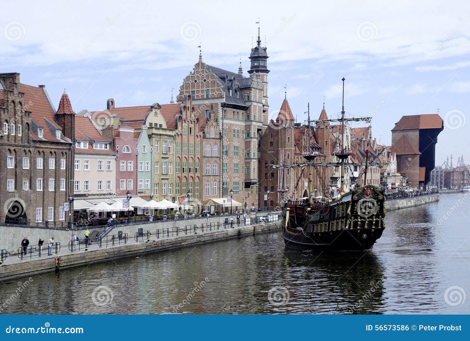 Download Ιστορική παλαιά πόλη του Γντανσκ στην Πολωνία Εκδοτική Εικόνες - εικόνα από προγεφυρωμάτων, γερανός: 56573586