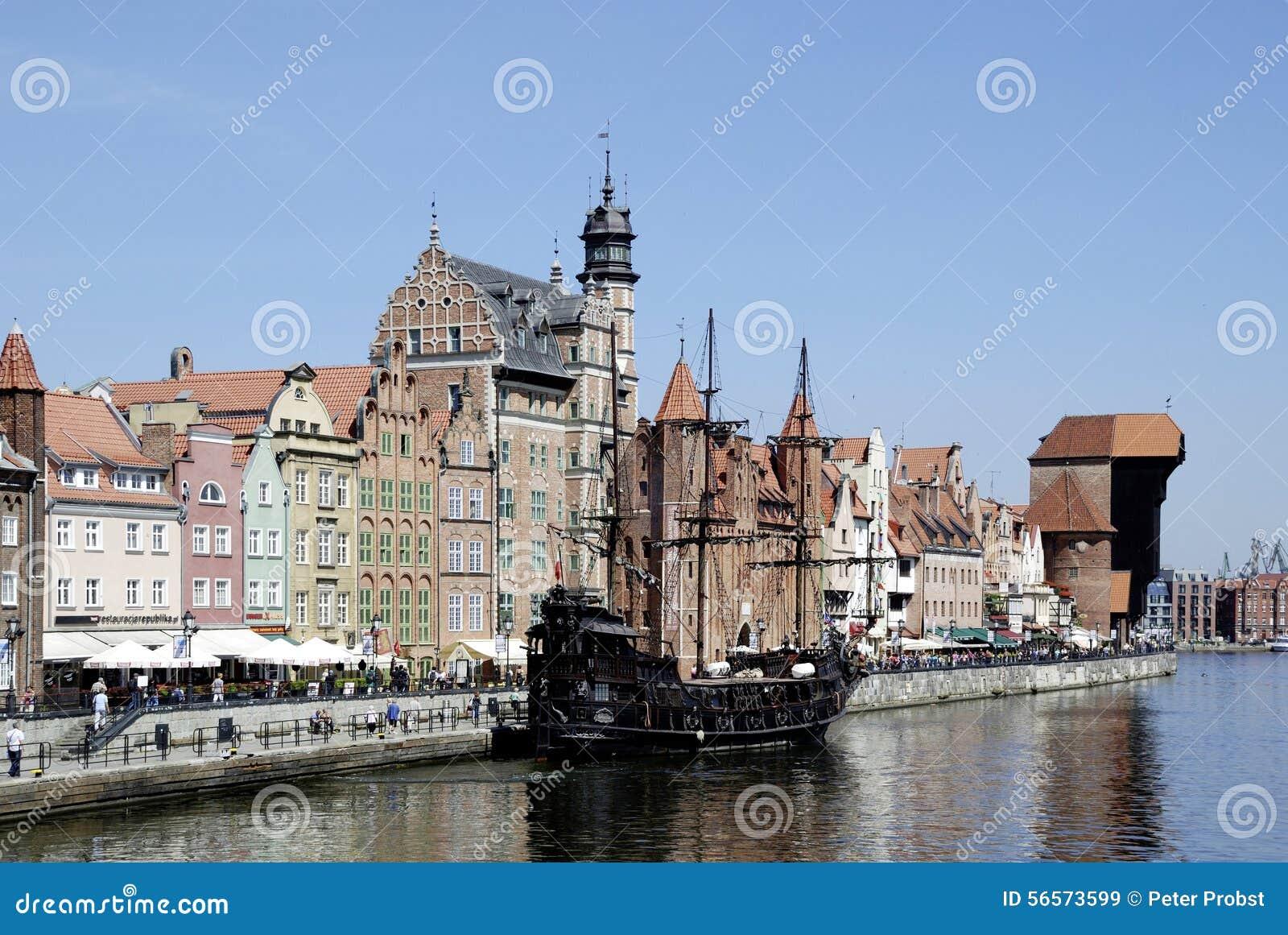 Download Ιστορική παλαιά πόλη του Γντανσκ στην Πολωνία Εκδοτική Στοκ Εικόνα - εικόνα από άνθρωποι, ιστορικός: 56573599
