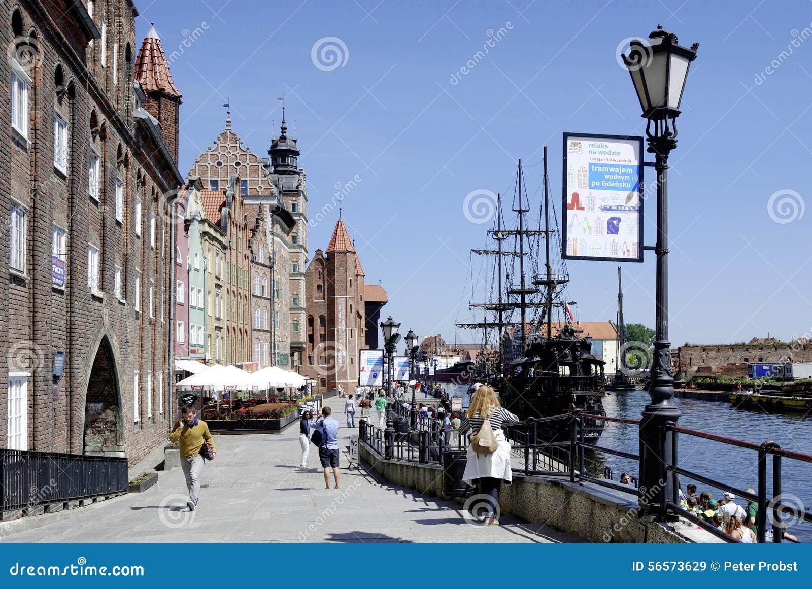 Download Ιστορική παλαιά πόλη του Γντανσκ στην Πολωνία Εκδοτική Στοκ Εικόνα - εικόνα από γύρος, τουρίστες: 56573629