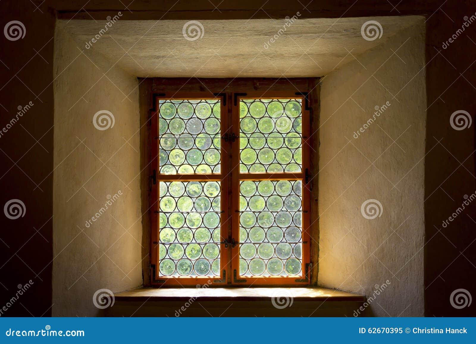 Ιστορικό μολυβδούχο ή λεκιασμένο παράθυρο γυαλιού