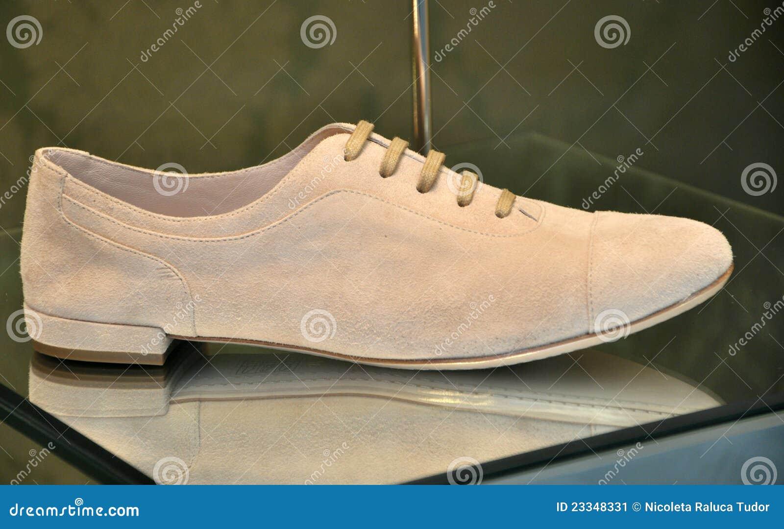 9dba4205201f ιταλικά παπούτσια πολυτέλειας μόδας Στοκ Εικόνα - εικόνα από υψηλός ...