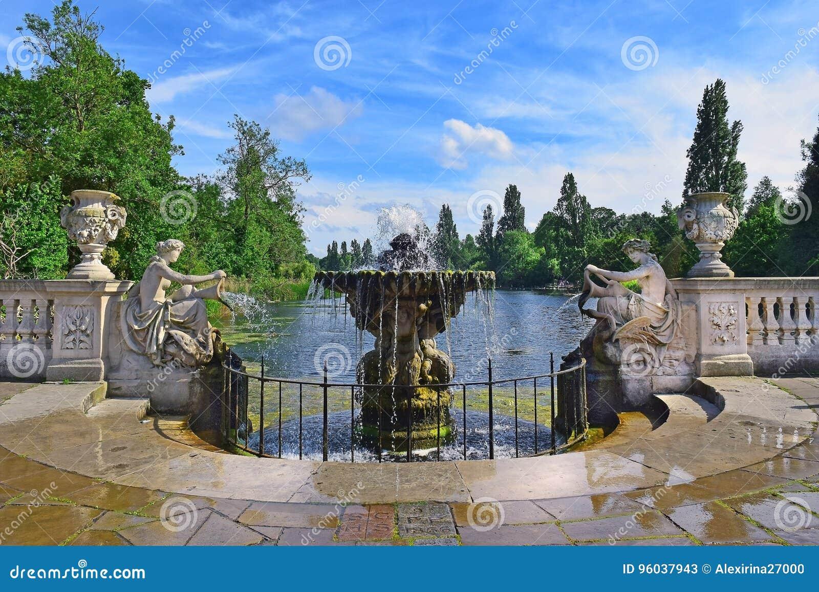Ιταλικοί κήποι στο Χάιντ Παρκ στο Λονδίνο
