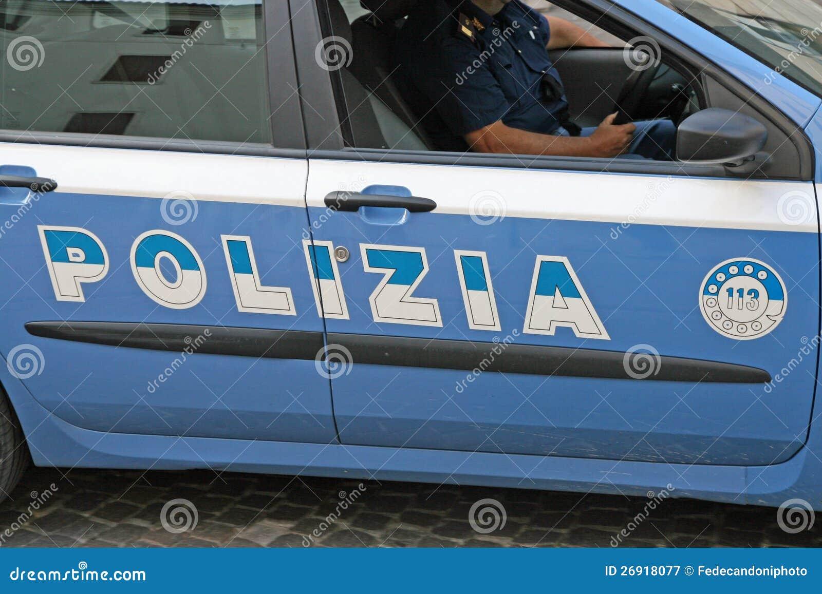 Ιταλικό περιπολικό της Αστυνομίας με γραπτό Polizia