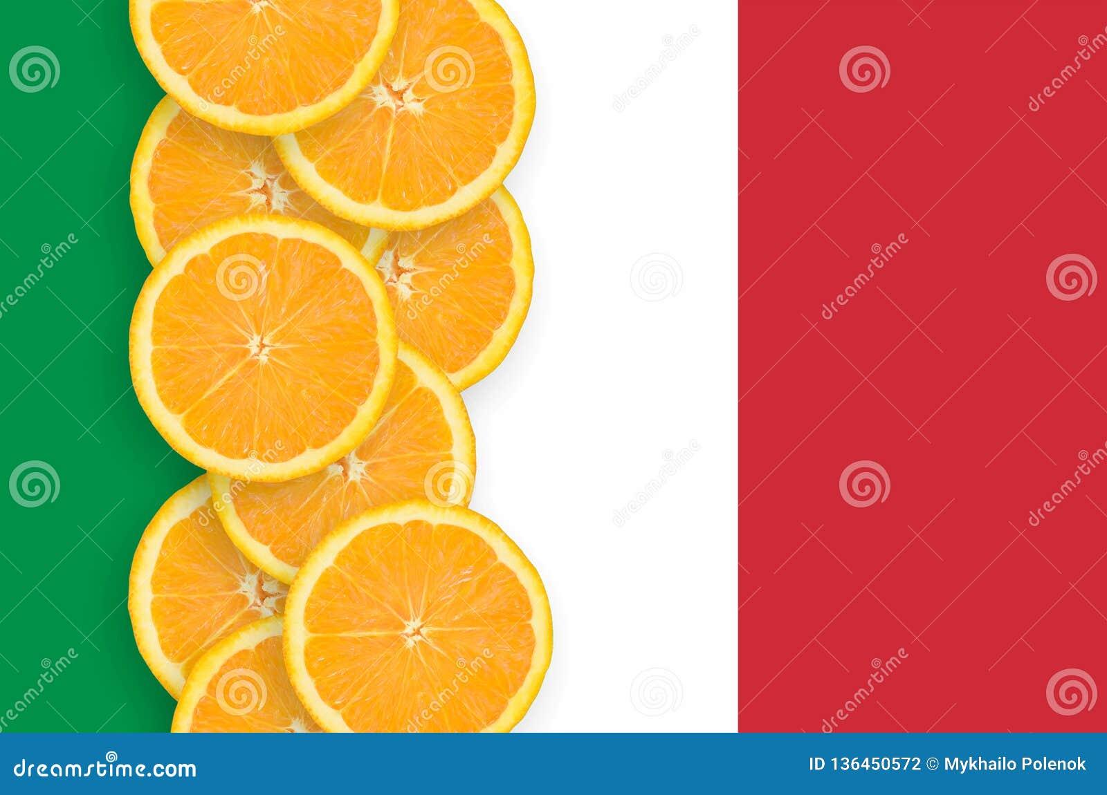 Κάθετη σειρά φετών σημαιών της Ιταλίας και εσπεριδοειδούς