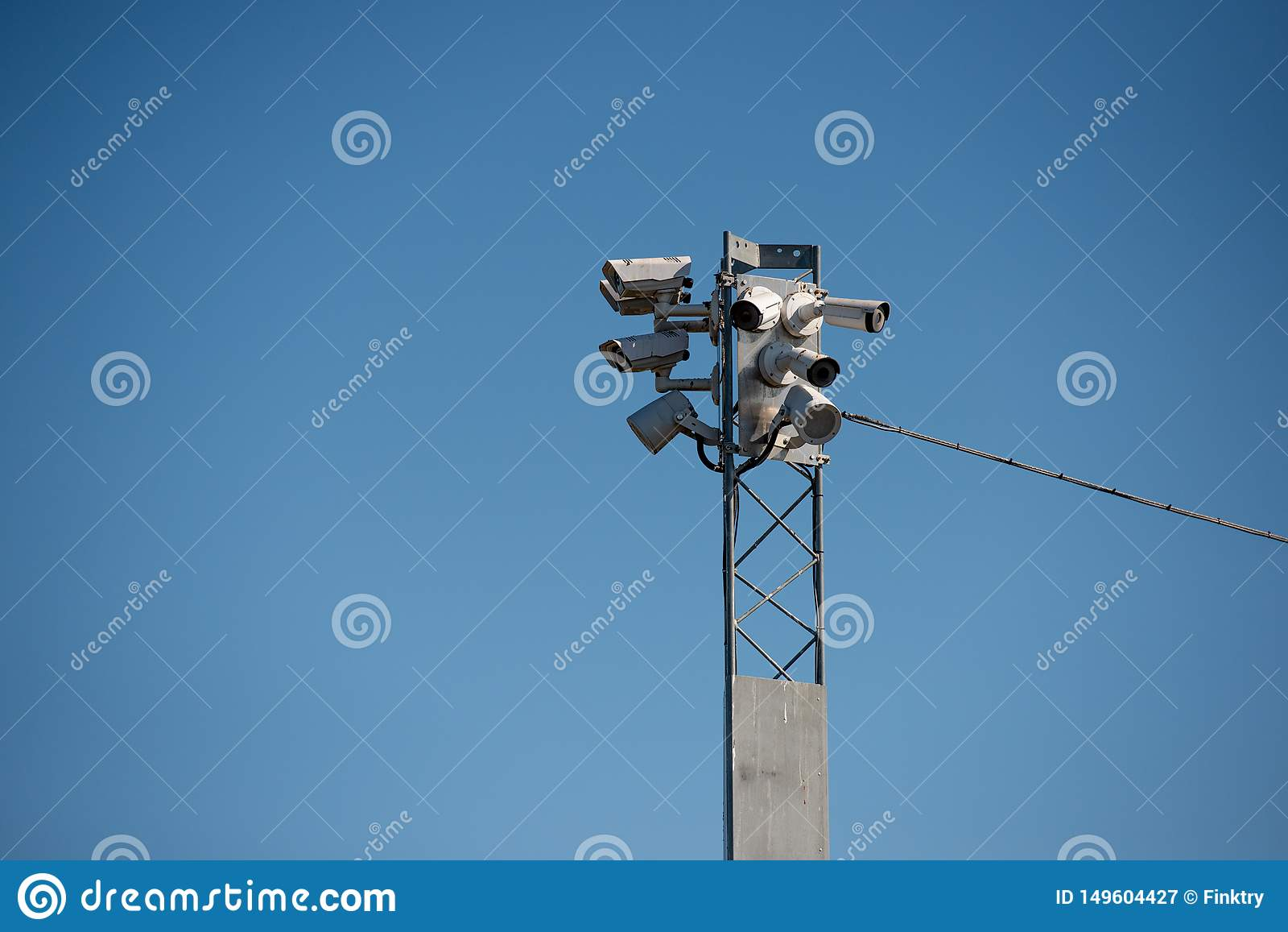 Κάμερες Surveilance σε έναν πυλώνα
