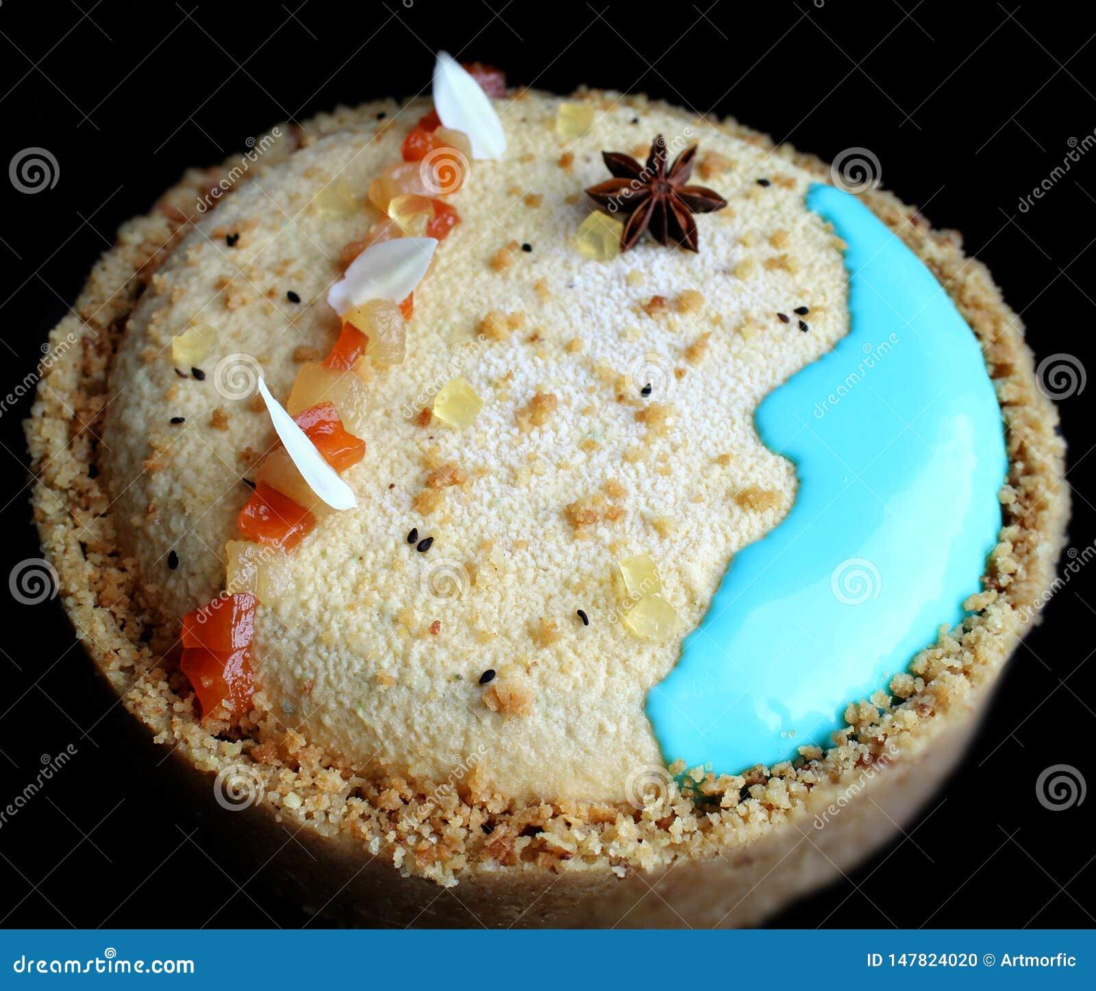 Κέικ παραλιών άμμου με papaya, το γλυκάνισο αστεριών και τα σύνορα μπισκότων