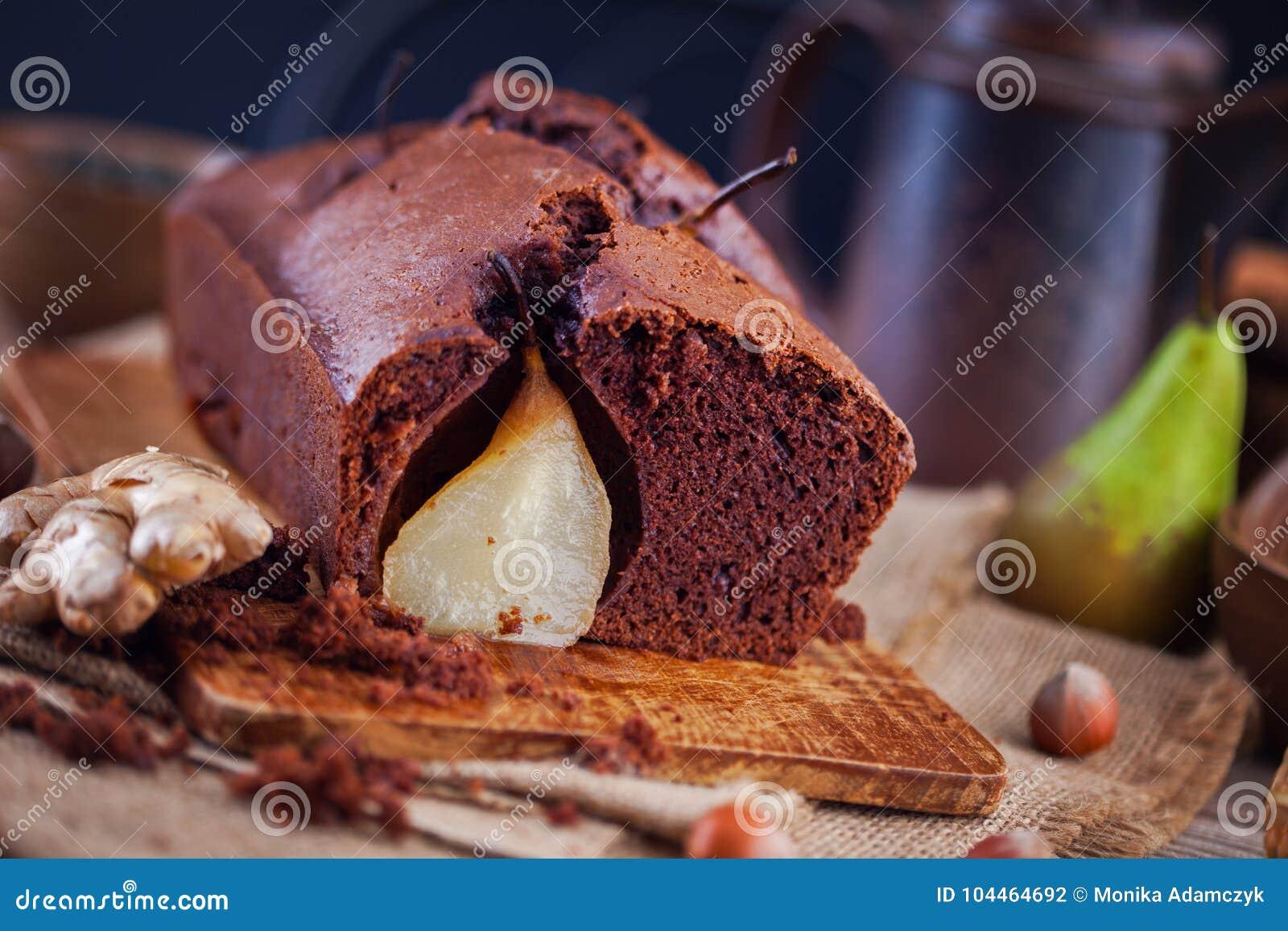 Κέικ σοκολάτας με το φθινόπωρο αχλαδιών