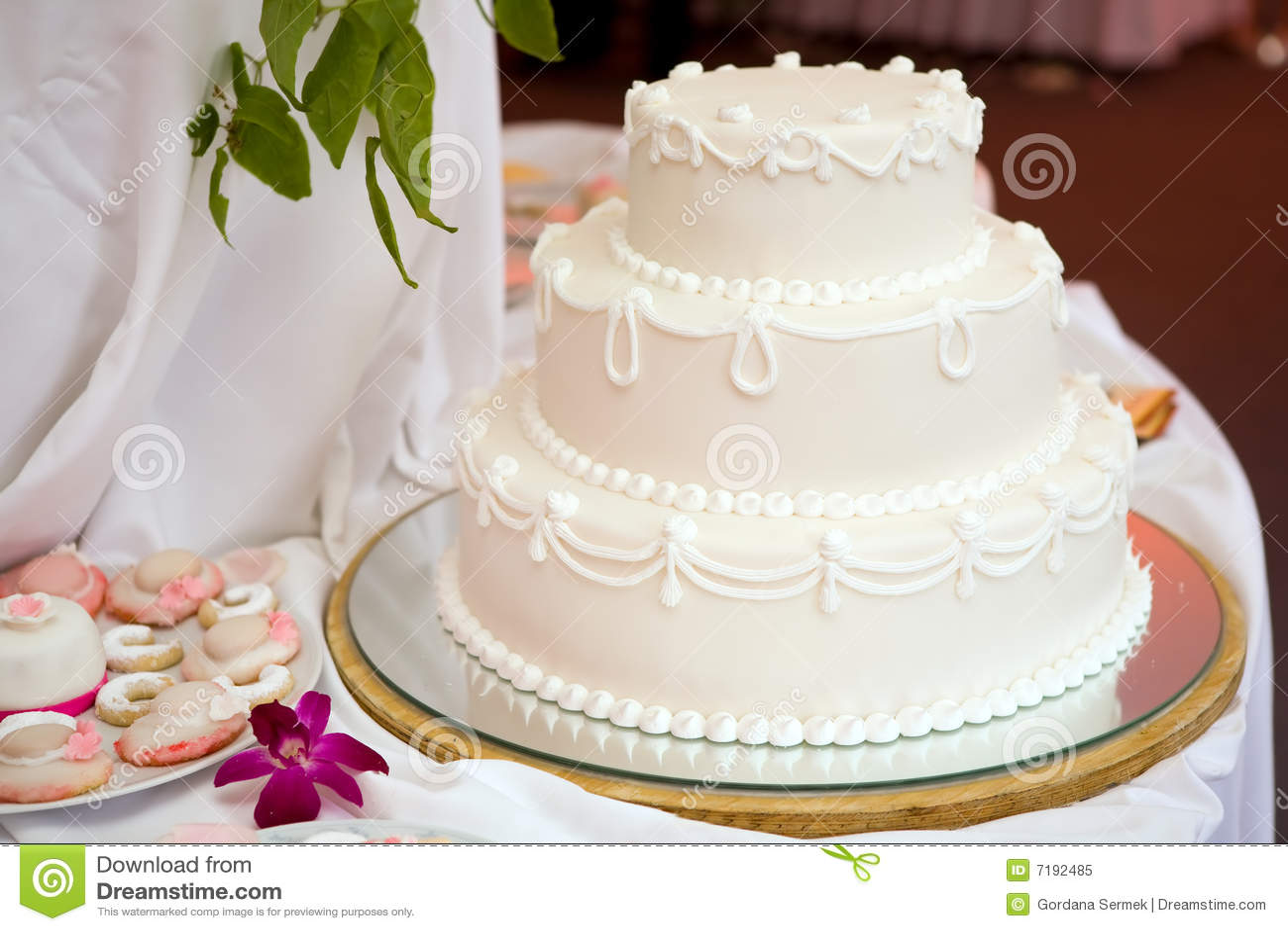 κέικ τρία τοποθετημένος σ&t