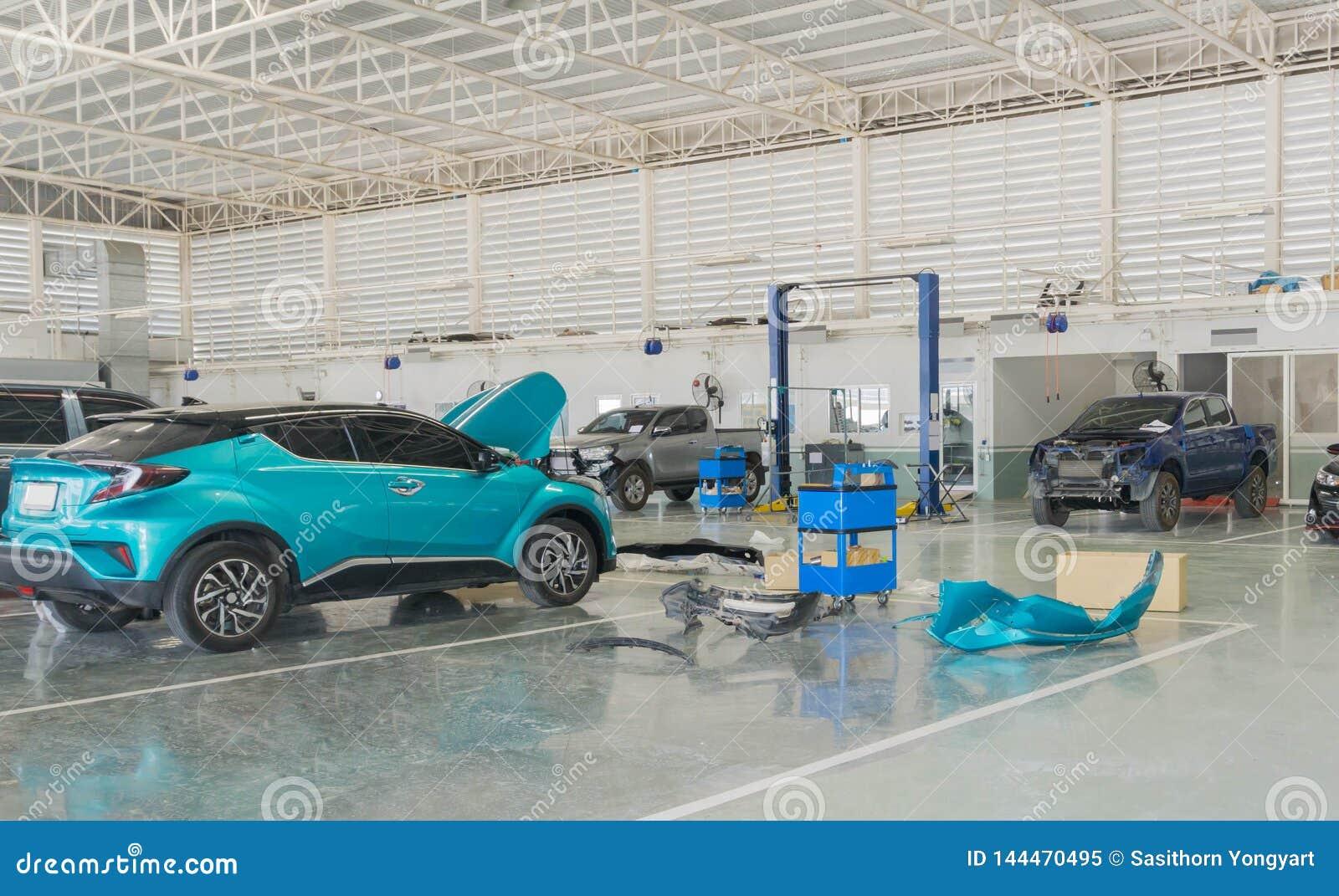Κέντρο υπηρεσιών επισκευής αυτοκινήτων με την αυτοκινητική επισκευή συντήρησης