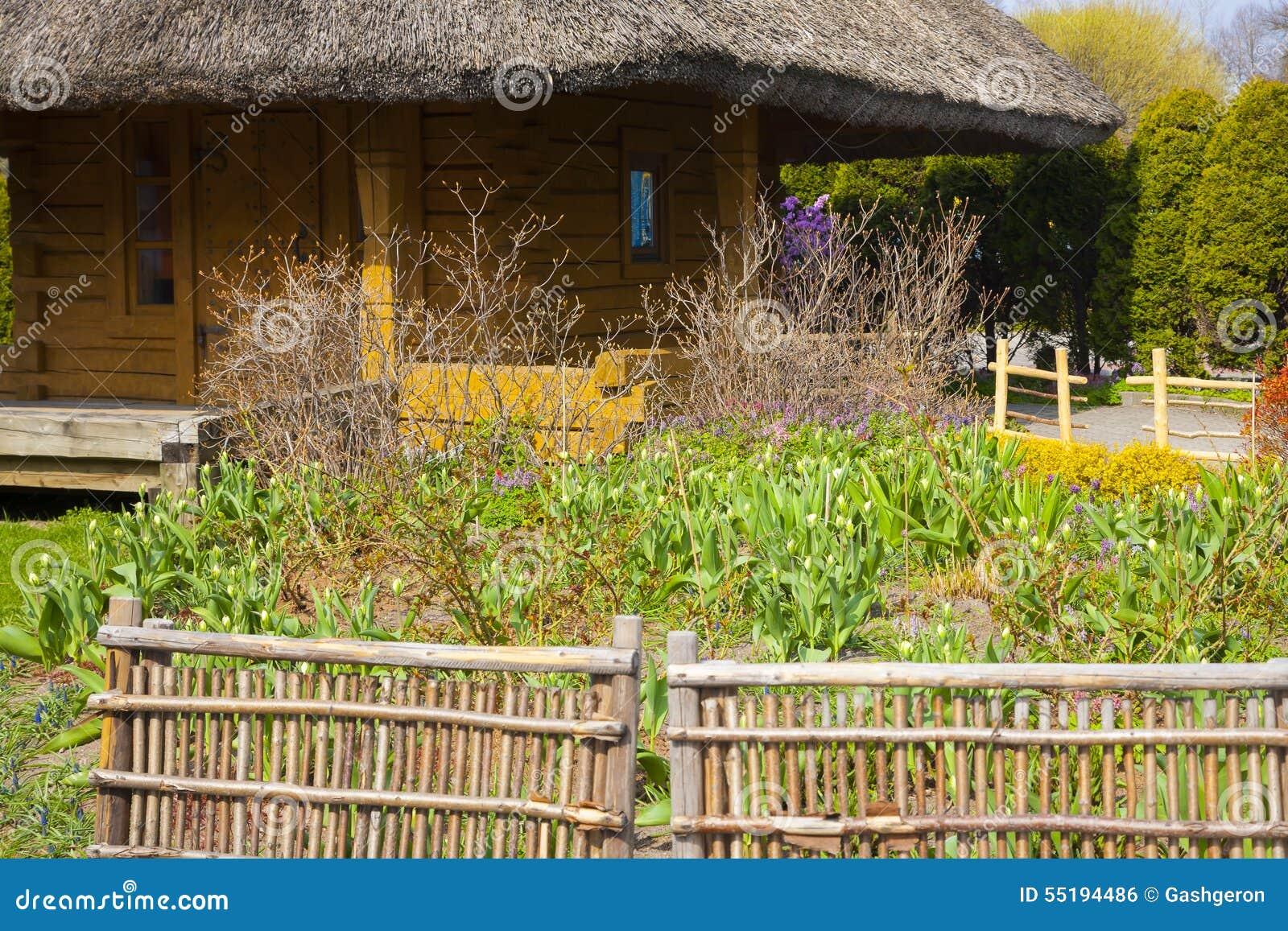 9b426412b9f7 Κήπος σε ένα εξοχικό σπίτι στοκ εικόνες. εικόνα από φυτά - 55194486