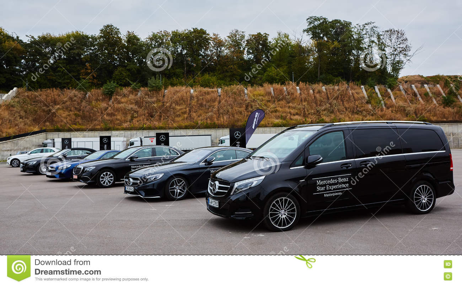 Κίεβο, Ουκρανία - 4 Οκτωβρίου 2016: Benz της Mercedes εμπειρία αστεριών Η ενδιαφέρουσα σειρά τεστ δοκιμής